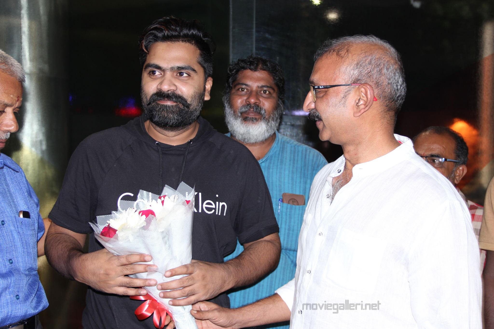 Simbu dubbing for his portions in Radha Mohan Jyothika Kaatrin Mozhi