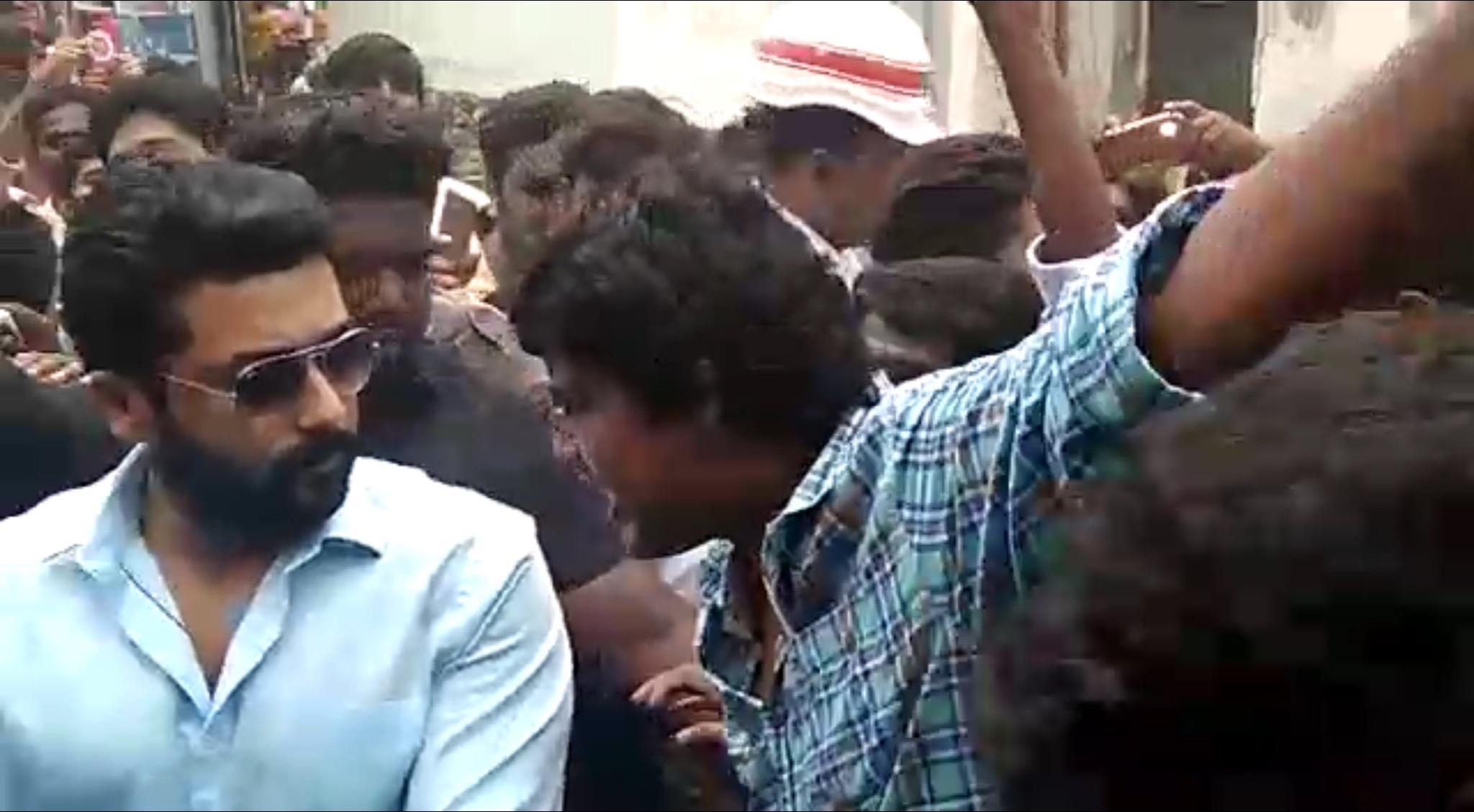 Suriya mobbed with 5000 Fans @NGK Shooting Spot in Rajahmundry