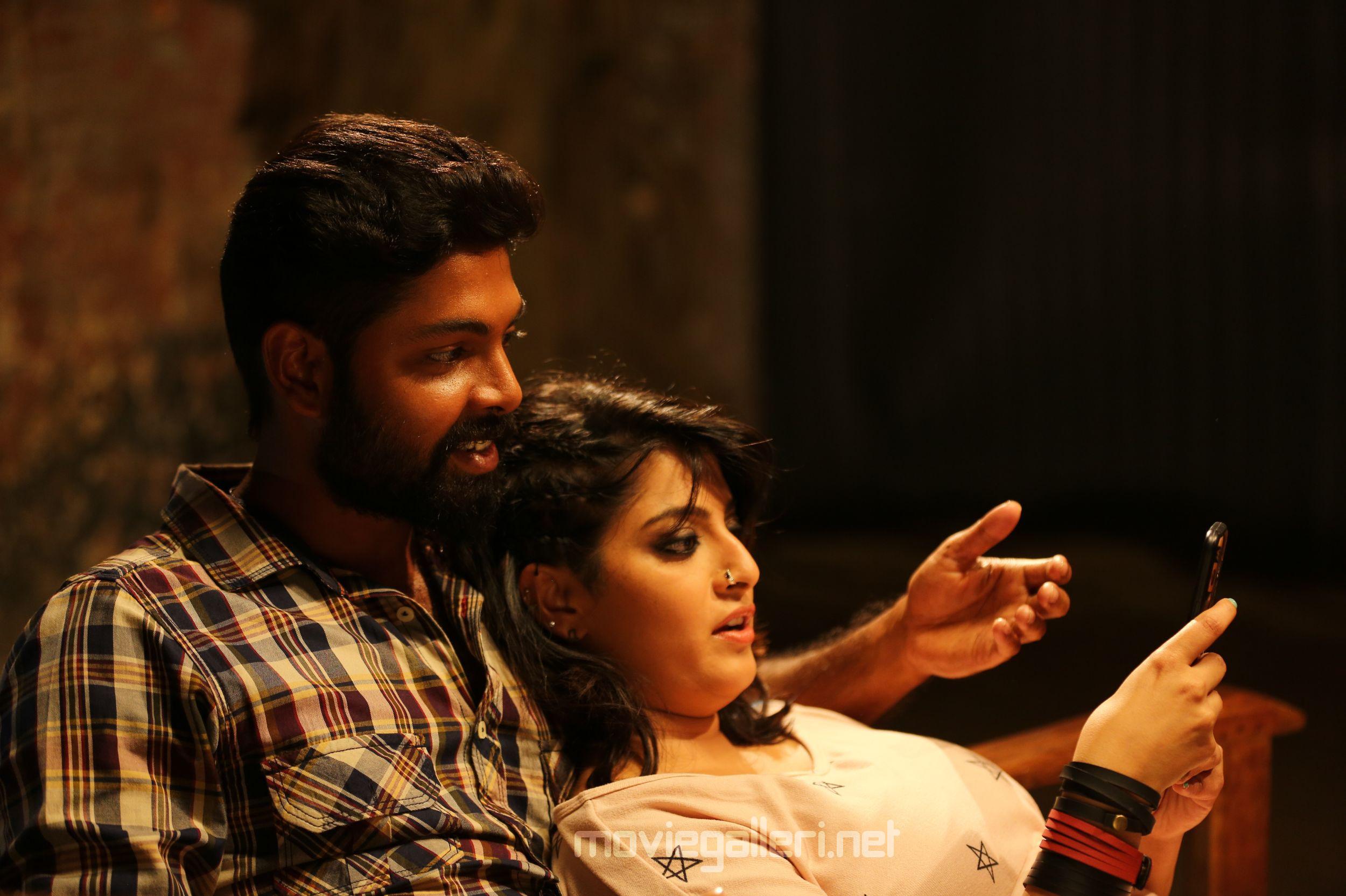 Varalaxmi Echarikkai Idhu Manithargal Nadamadum Idam Movie Review