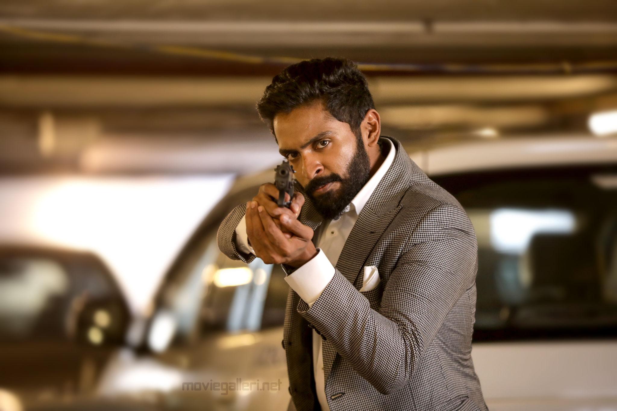 Actor Vikram Prabhu in Thuppaki Munai Movie HD Images
