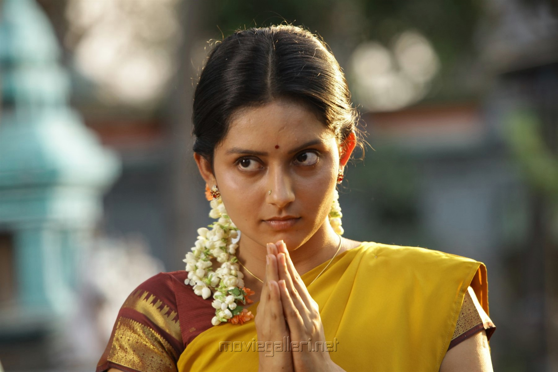 Actress Mahima Nambiar in Annanukku Jai Movie Review