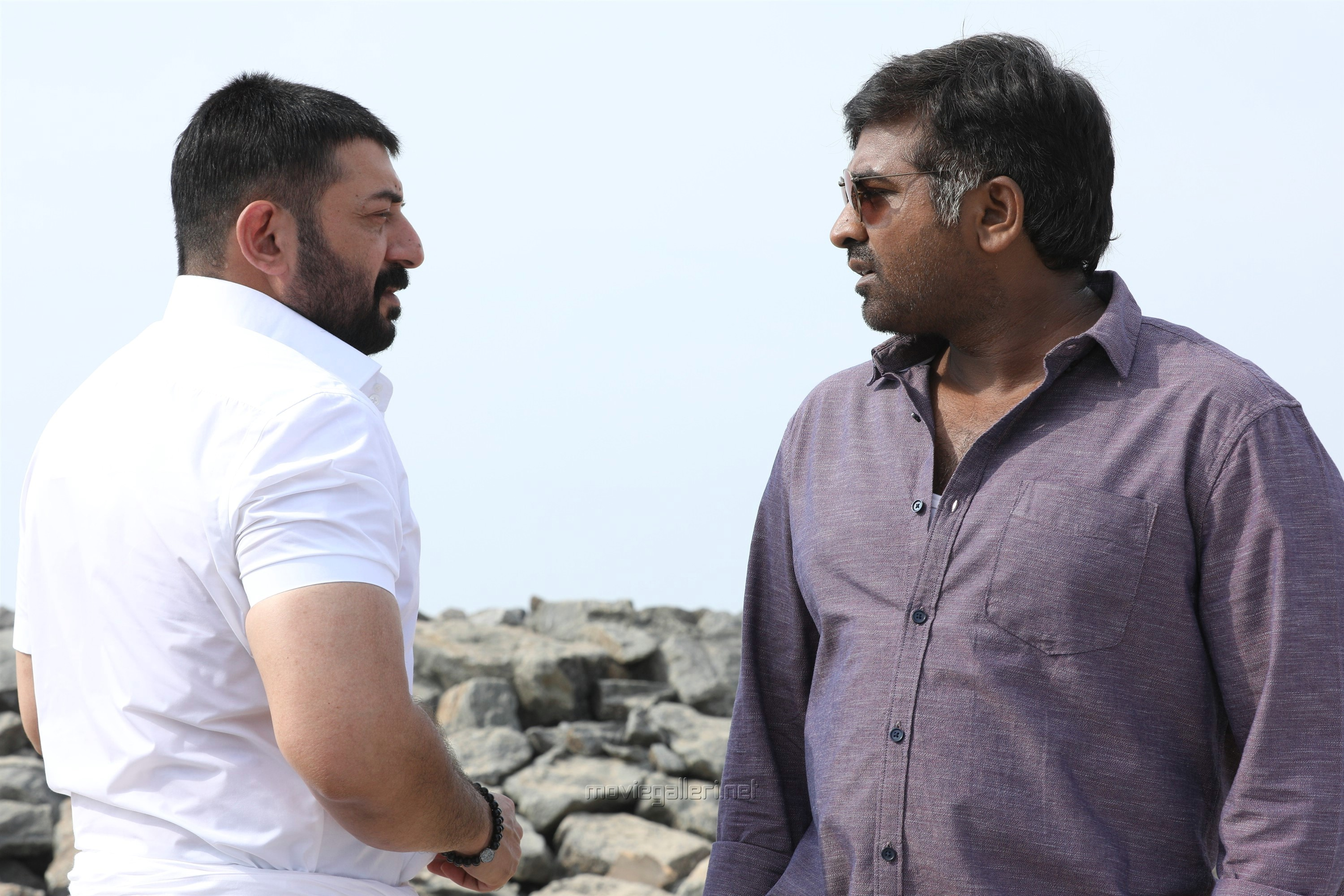 Aravind Swamy, Vijay Sethupathi in Chekka Chivantha Vaanam Movie Pics HD
