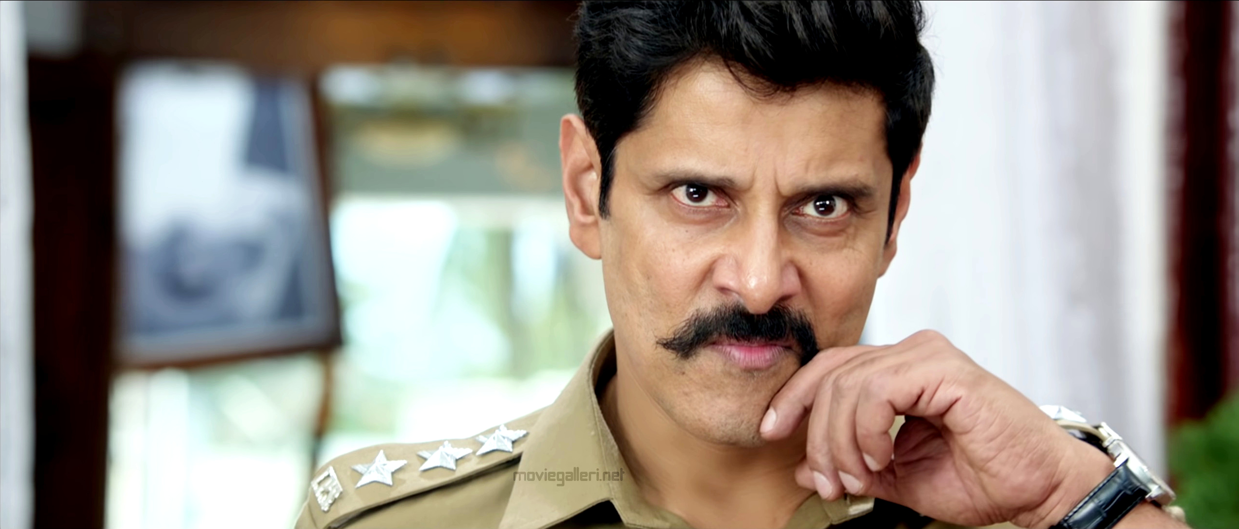 Chiyaan Vikram Saamy Square movie new trailer police officer storms social media