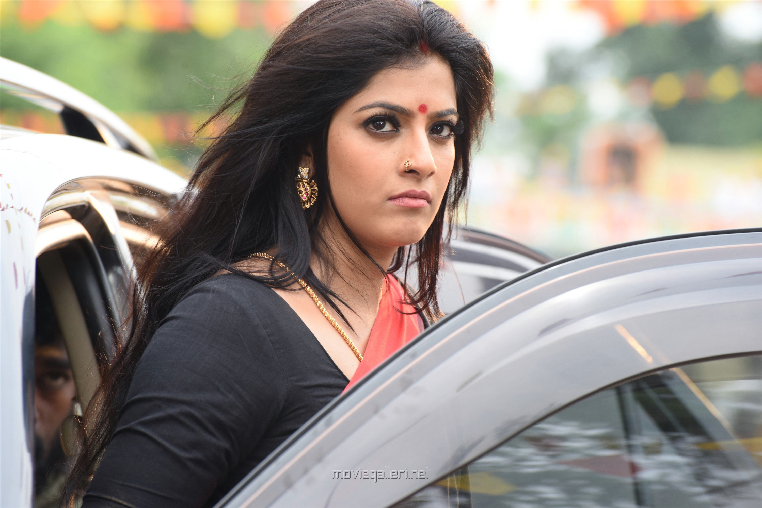 Actress Varalaxmi Sarathkumar in Sandakozhi 2 Movie Review