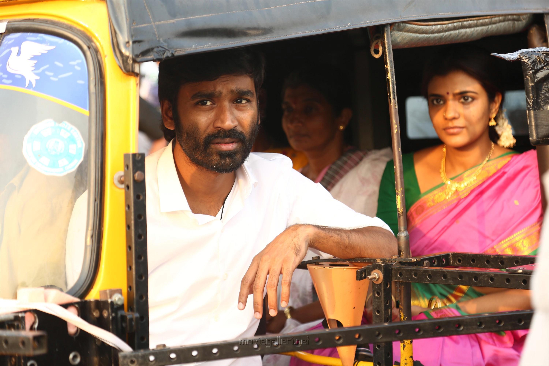 Dhanush Aishwarya Rajesh Vada Chennai Movie Review
