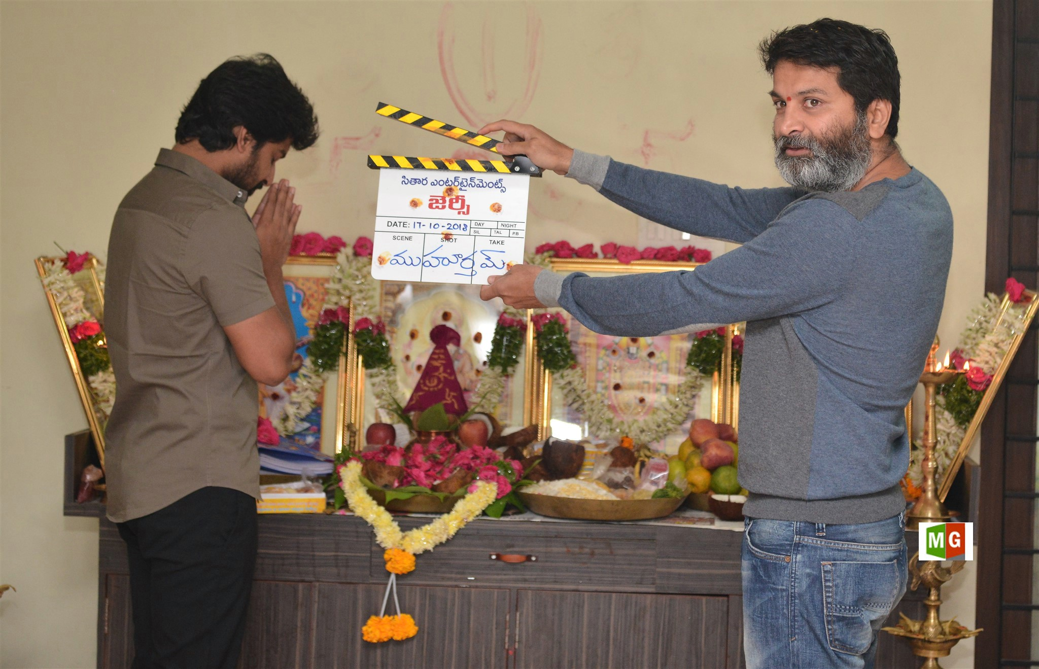 Nani, Trivikram Srinivas @ Jersey Movie Pooja Stills