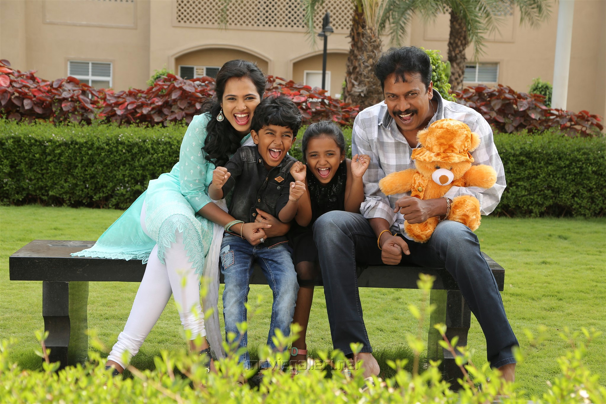 Ramya Pandian, Kavin, Monica, Samuthirakani in Aan Devathai Movie Review
