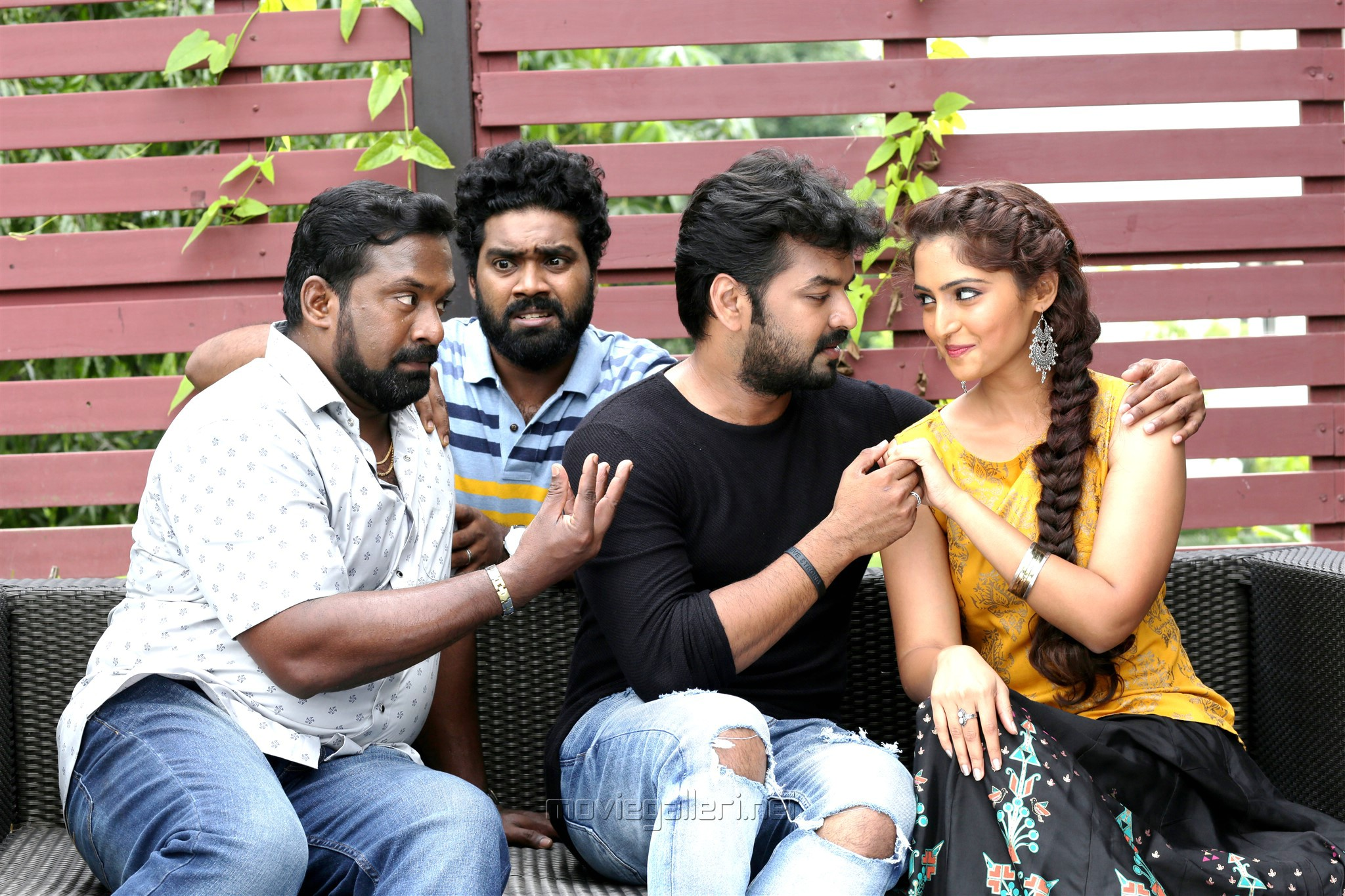 Robo Shankar, Daniel Annie Pope, Jai, Reba Monica John in Jarugandi Movie Review