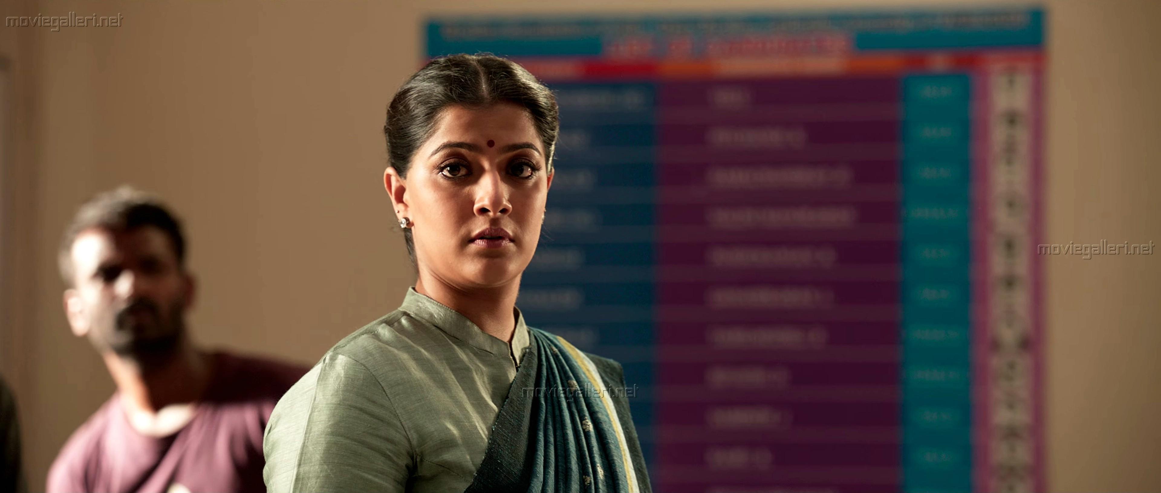 Actress Varalaxmi as Komalavalli in Sarkar Movie HD Photos