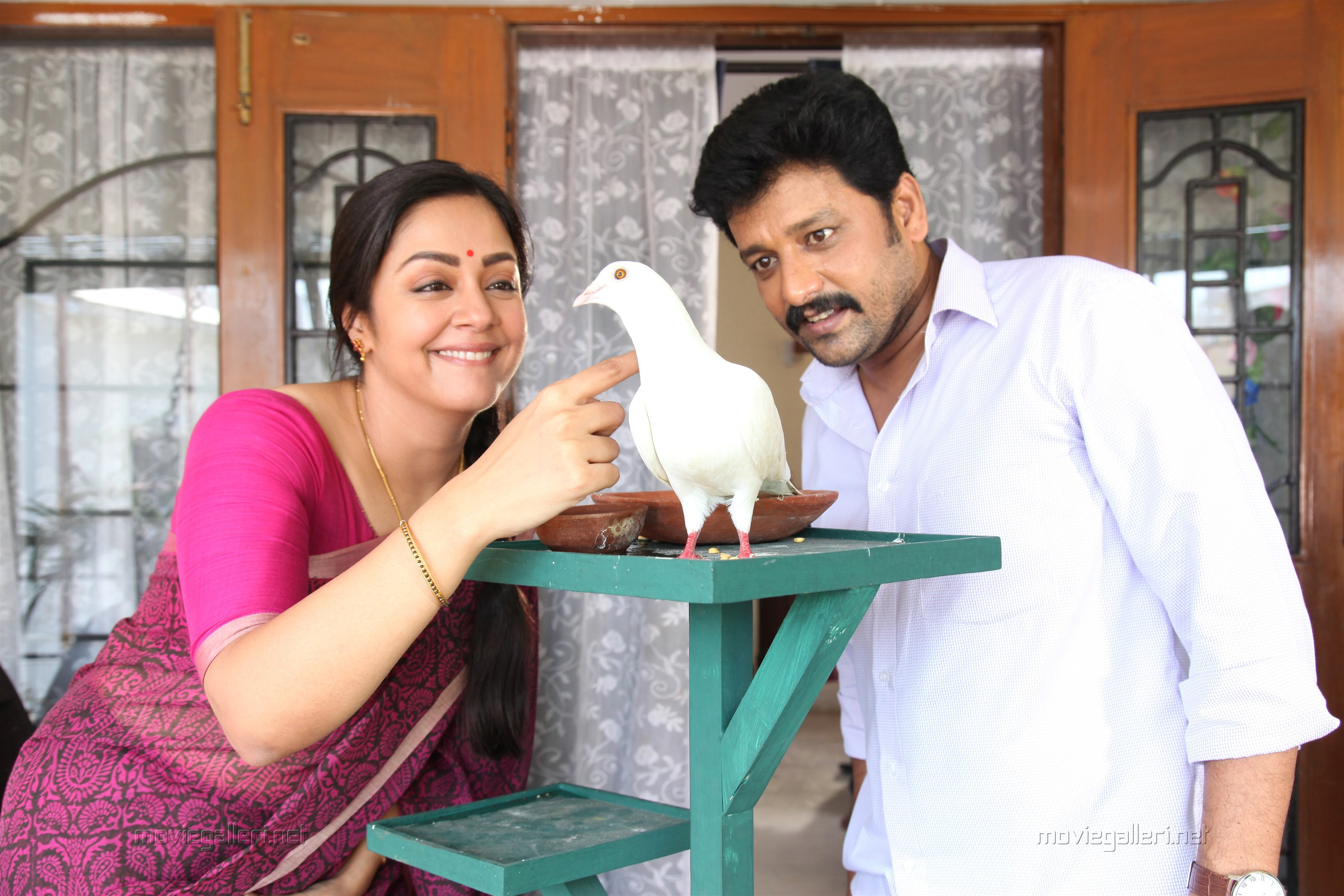 Jyothika, Vidharth in Kaatrin Mozhi Movie Review