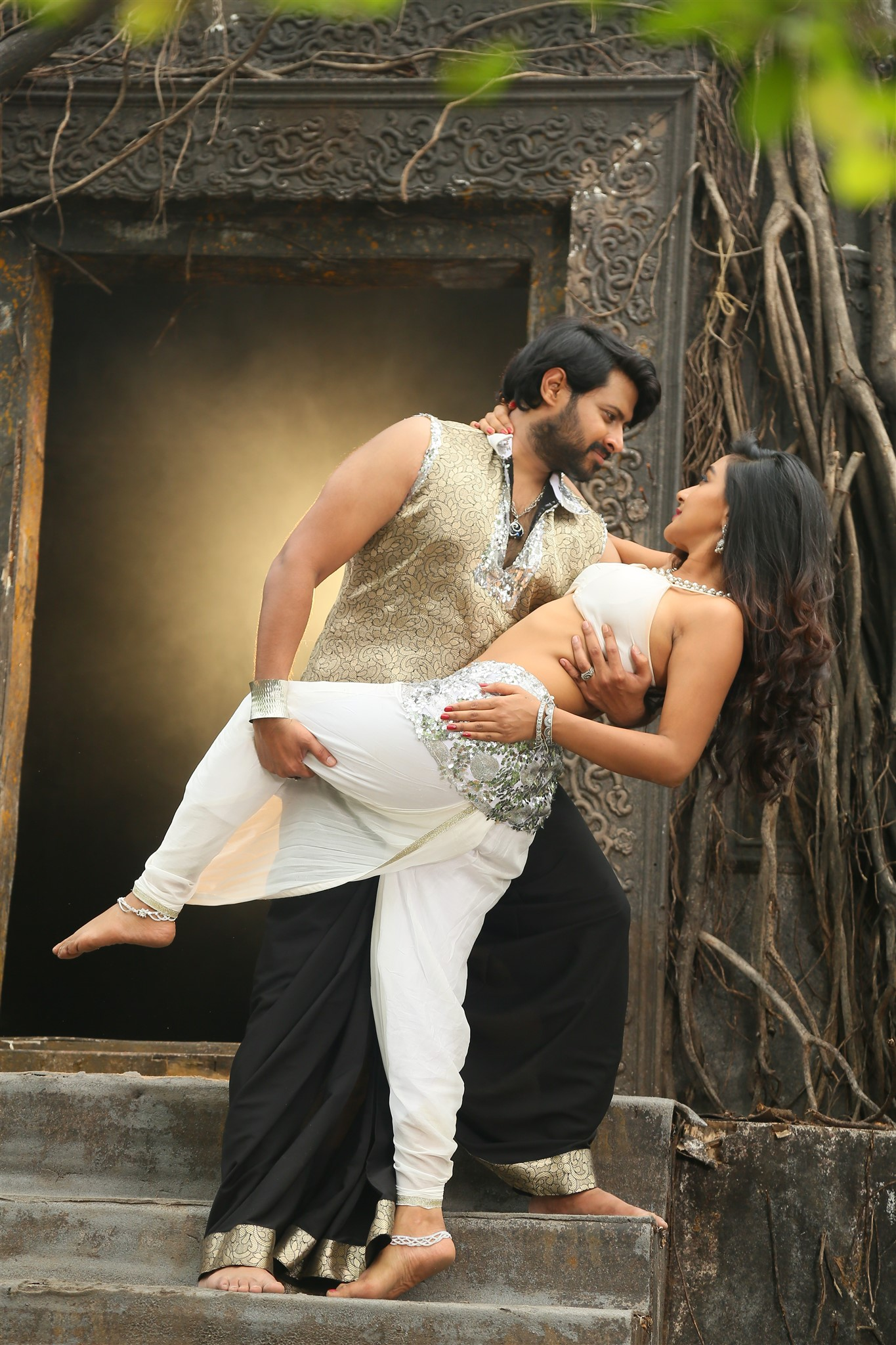 Mahidar, Sravya Rao in Natana Telugu Movie Images HD