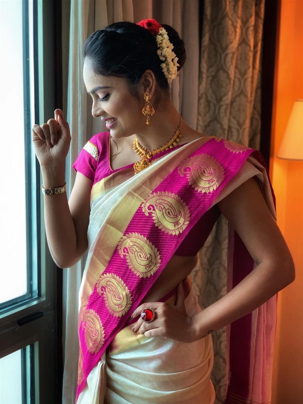 Tamil Actress Nandita Swetha Traditional Saree Pics