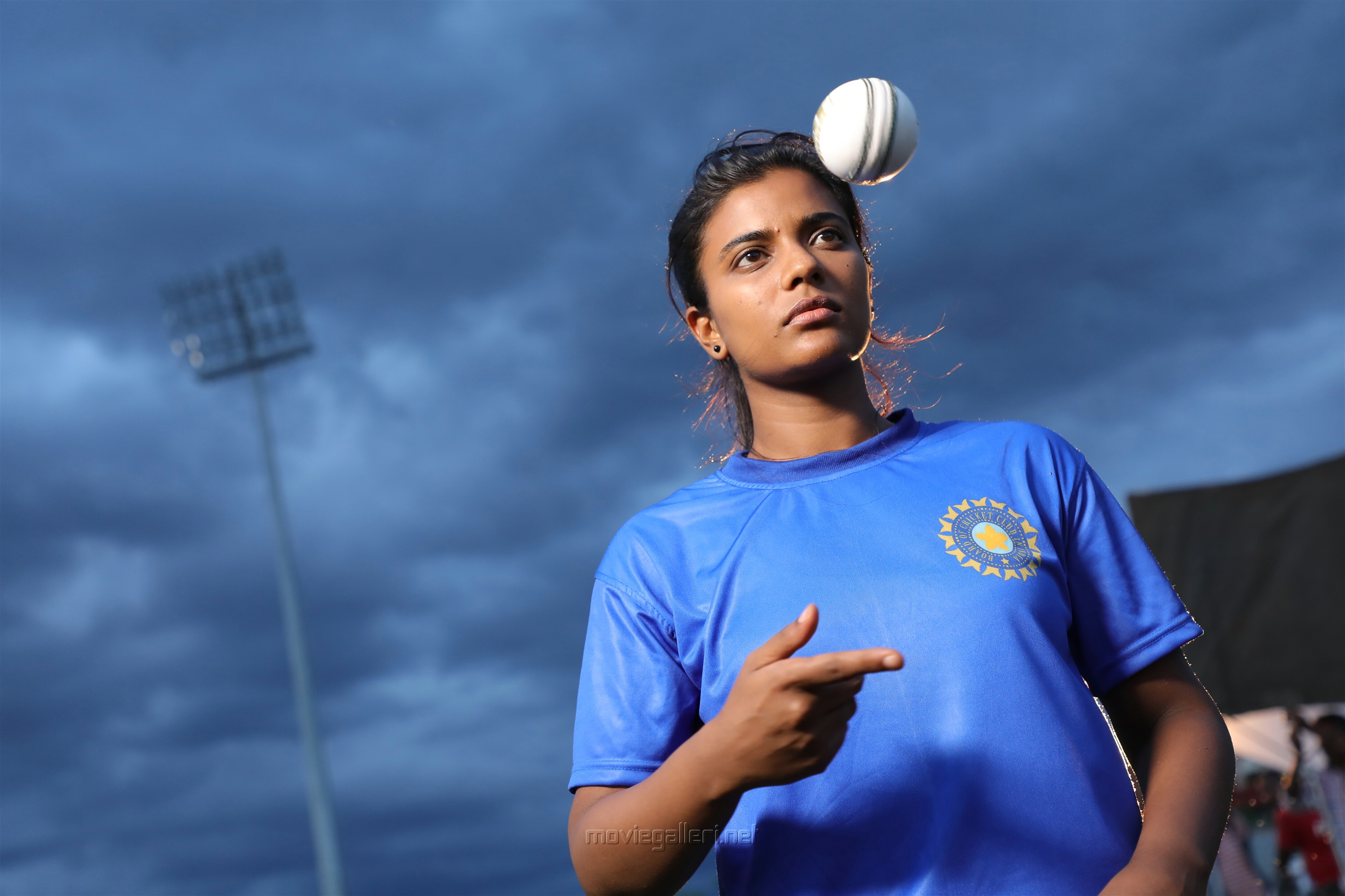 Actress Aishwarya Rajesh as Cricket Player in Kanaa Movie Review