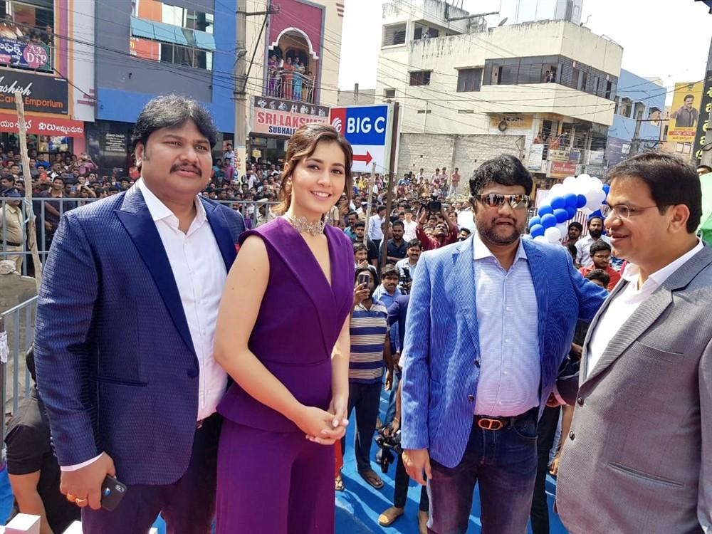 Raashi Khanna launches Big C Mobile Store in Rajahmundry