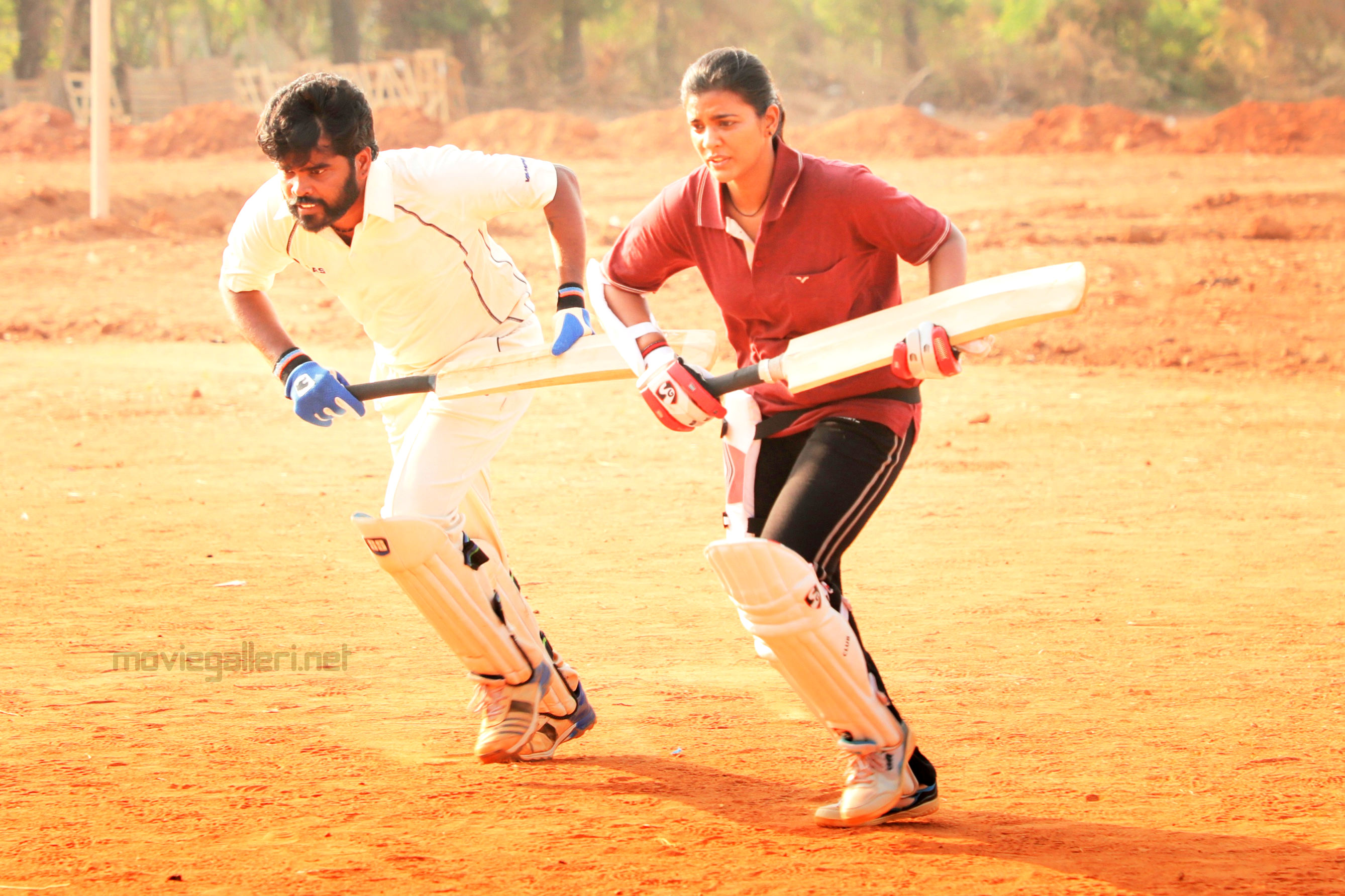 Sathya NJ & Aishwarya Rajesh in Kanaa Movie Shooting Spot