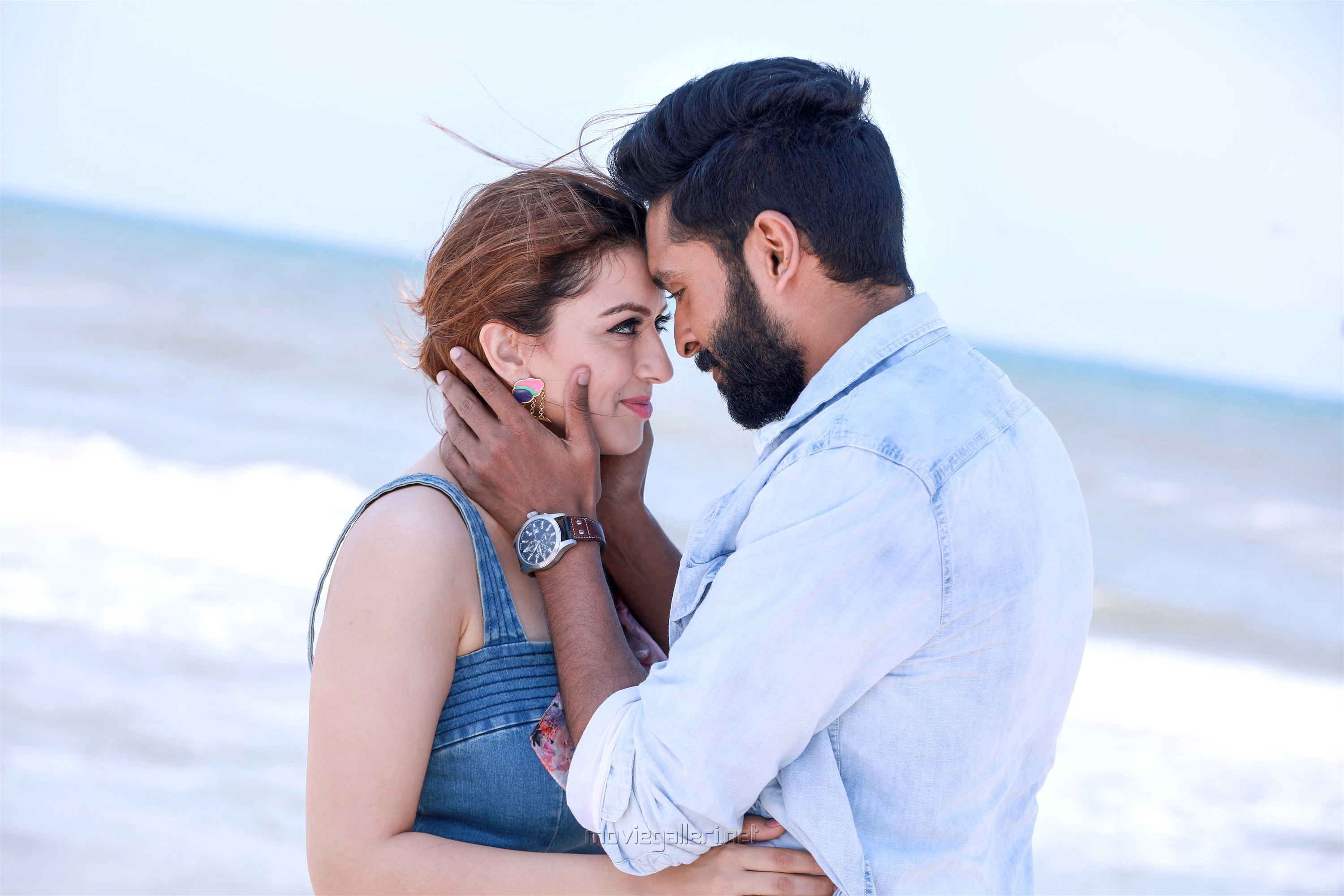 Thuppakki Munai Movie Review Vikram Prabhu Hansika Motwani