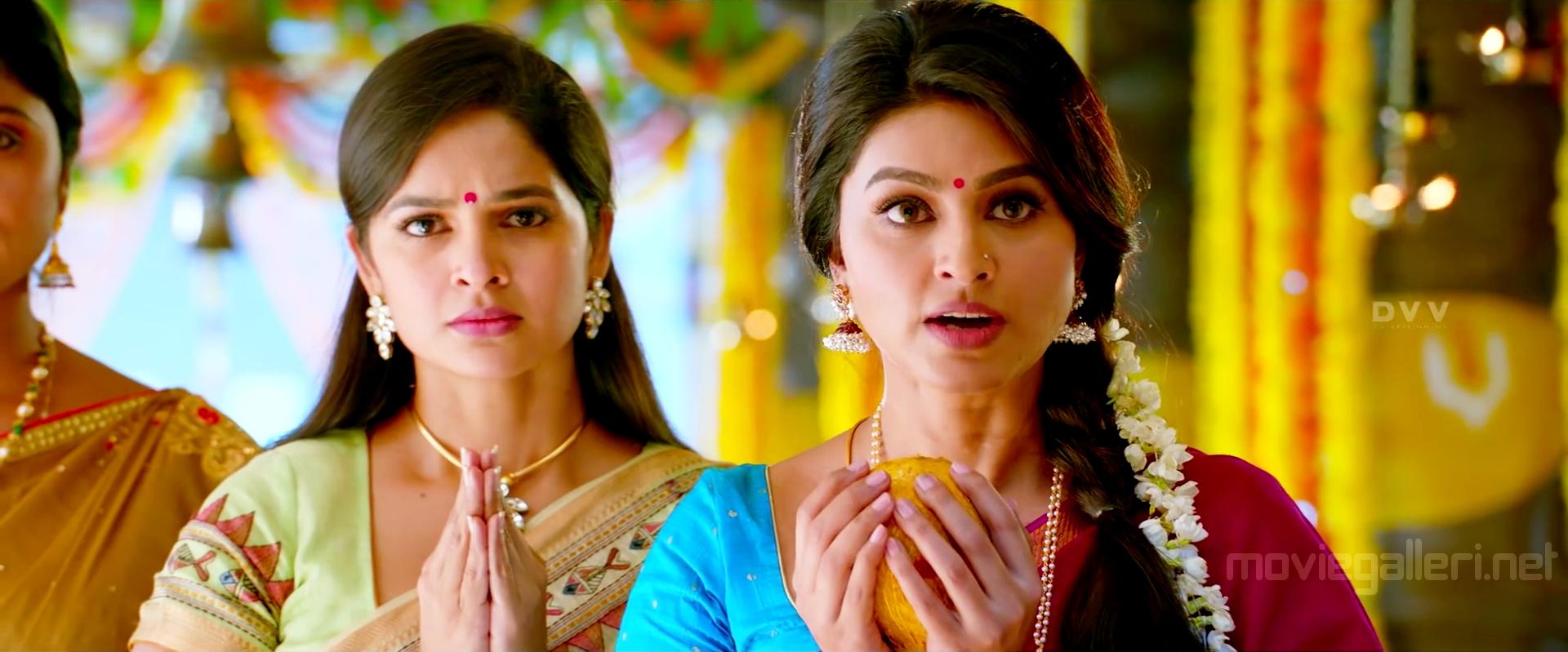 Actress Sneha in Vinaya Vidheya Rama Photos