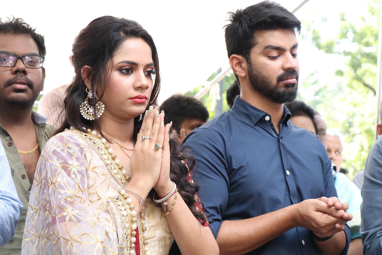 Mahat Raghavendra Aishwarya Dutta Kettavanu Per Edutha Nallavanda Movie Details
