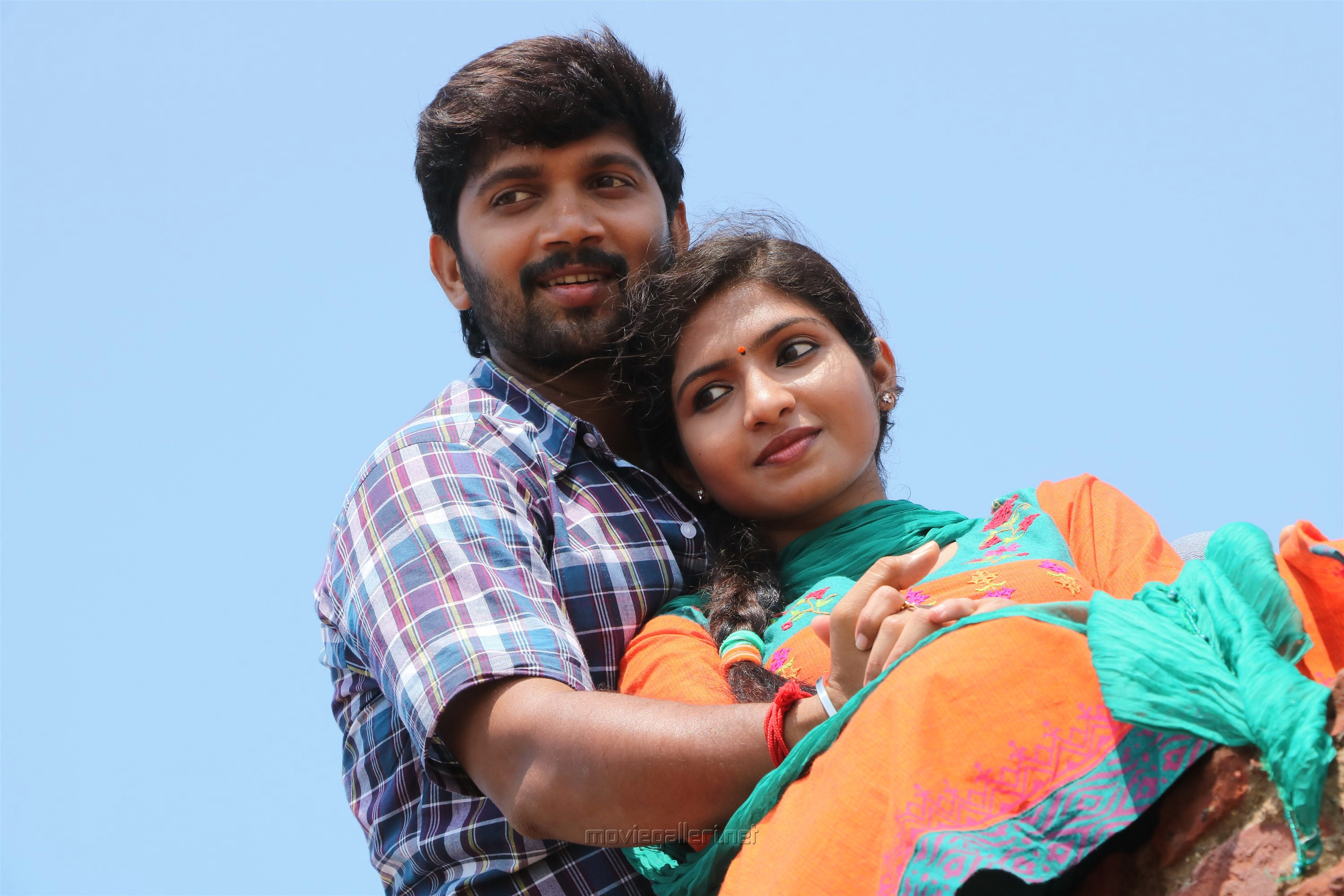 Abi Saravanan Venba Maayanadhi Movie Photos HD