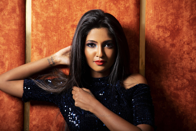 Actress Keerthi Pandian Photoshoot HD Wallpapers