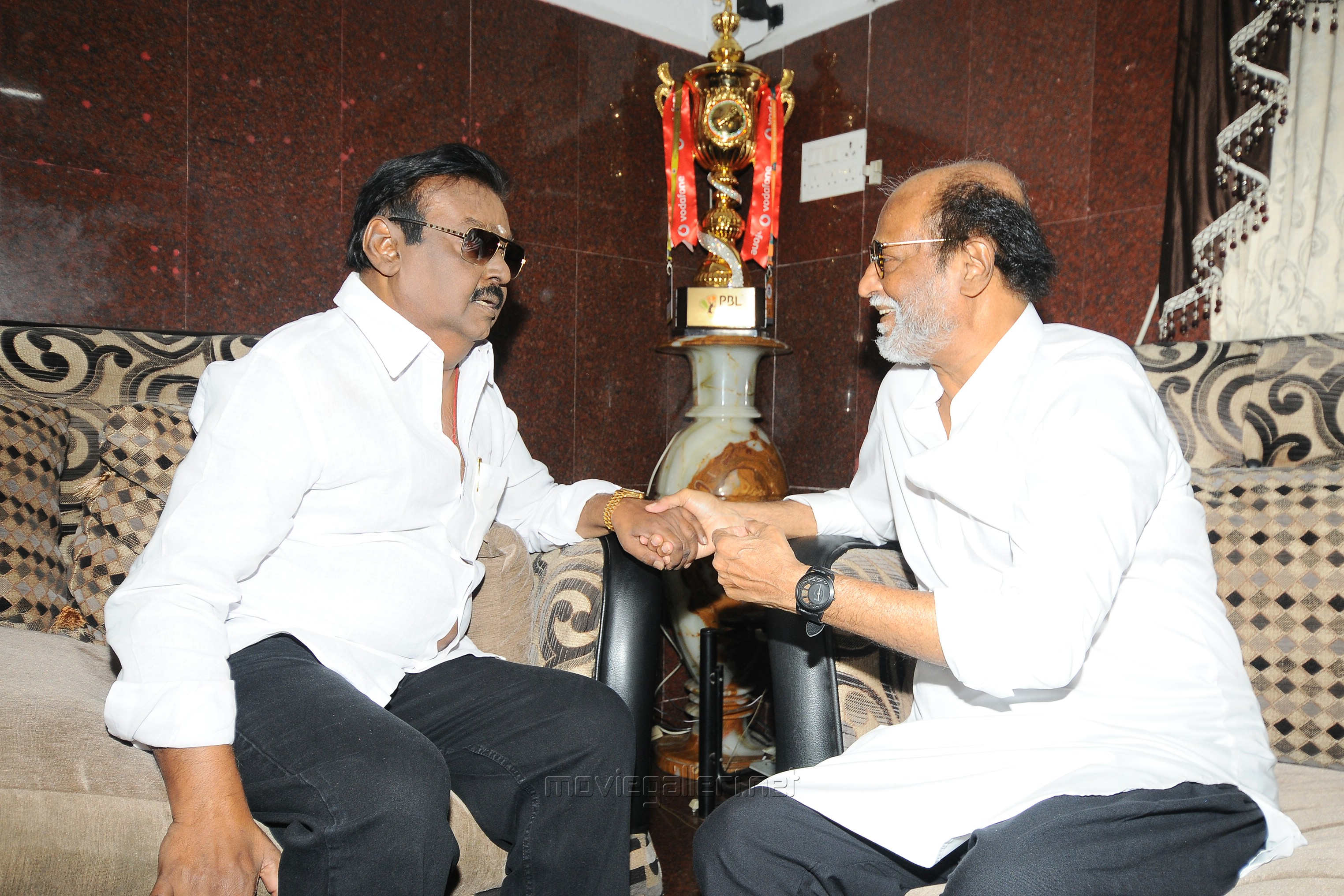 Captain Vijayakanth meets Superstar Rajinikanth Photos HD