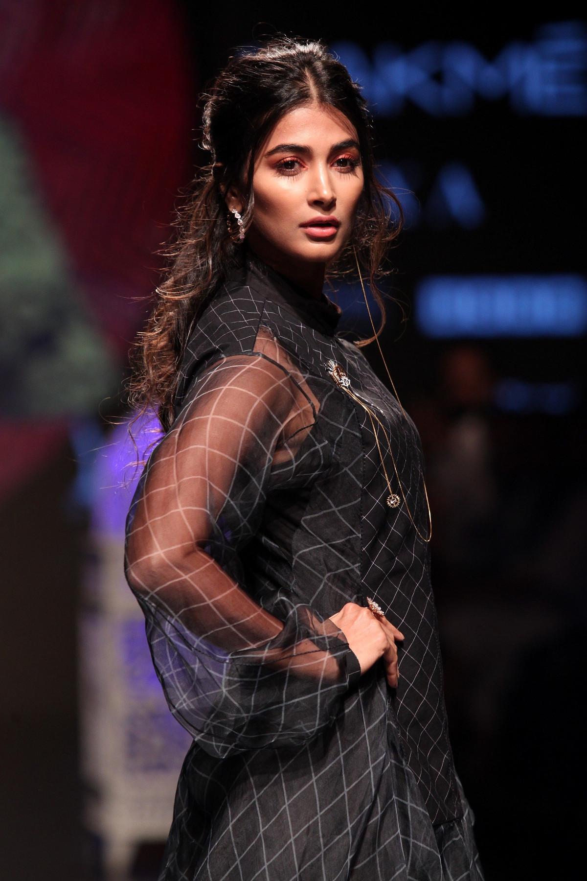 Hindi Actress Pooja Hegde Walks Ramp @ Lakme Fashion Week 2019 Day 4