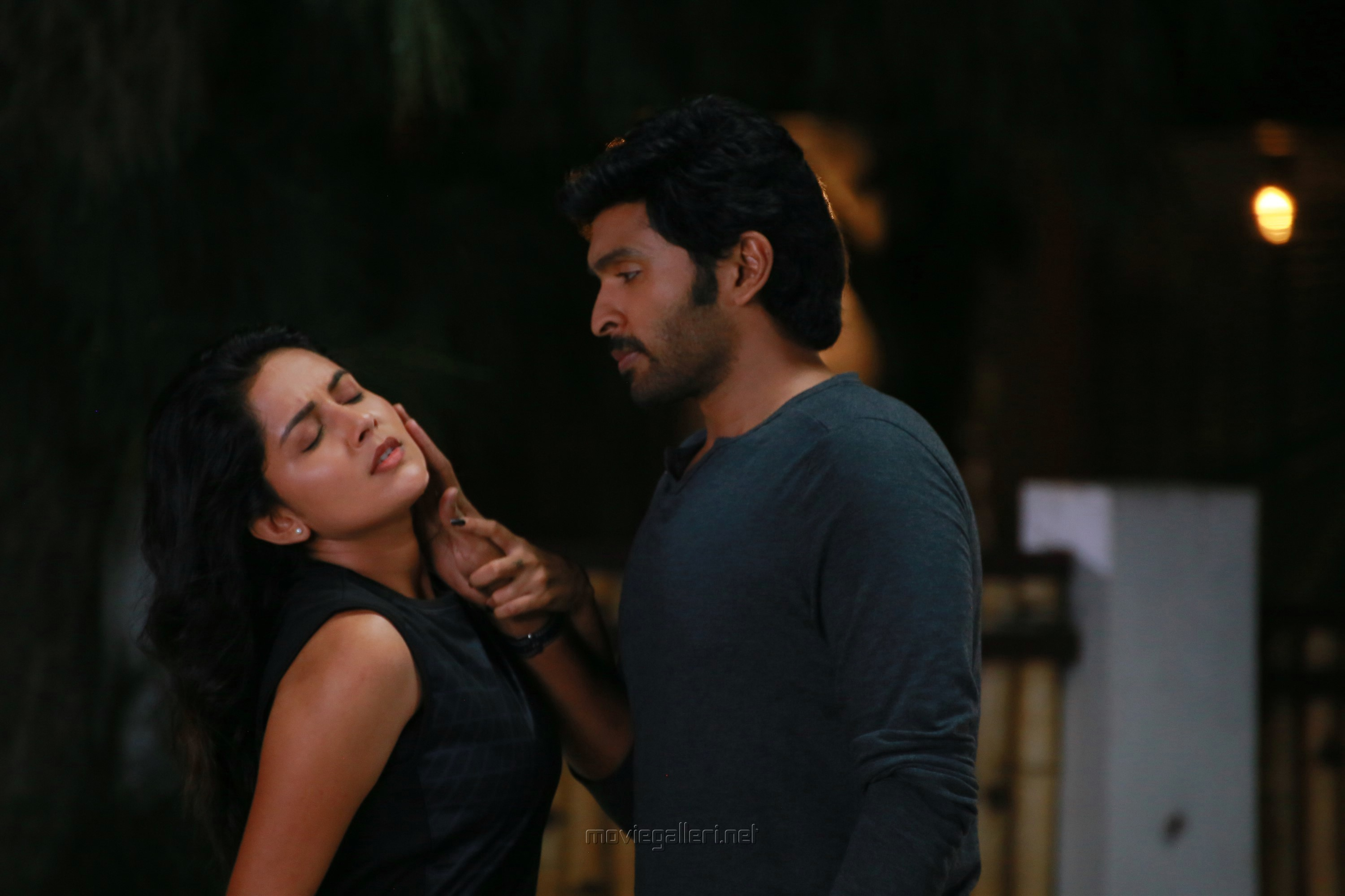 Mahima Nambiar Vikram Prabhu Asuraguru Movie Photos HD