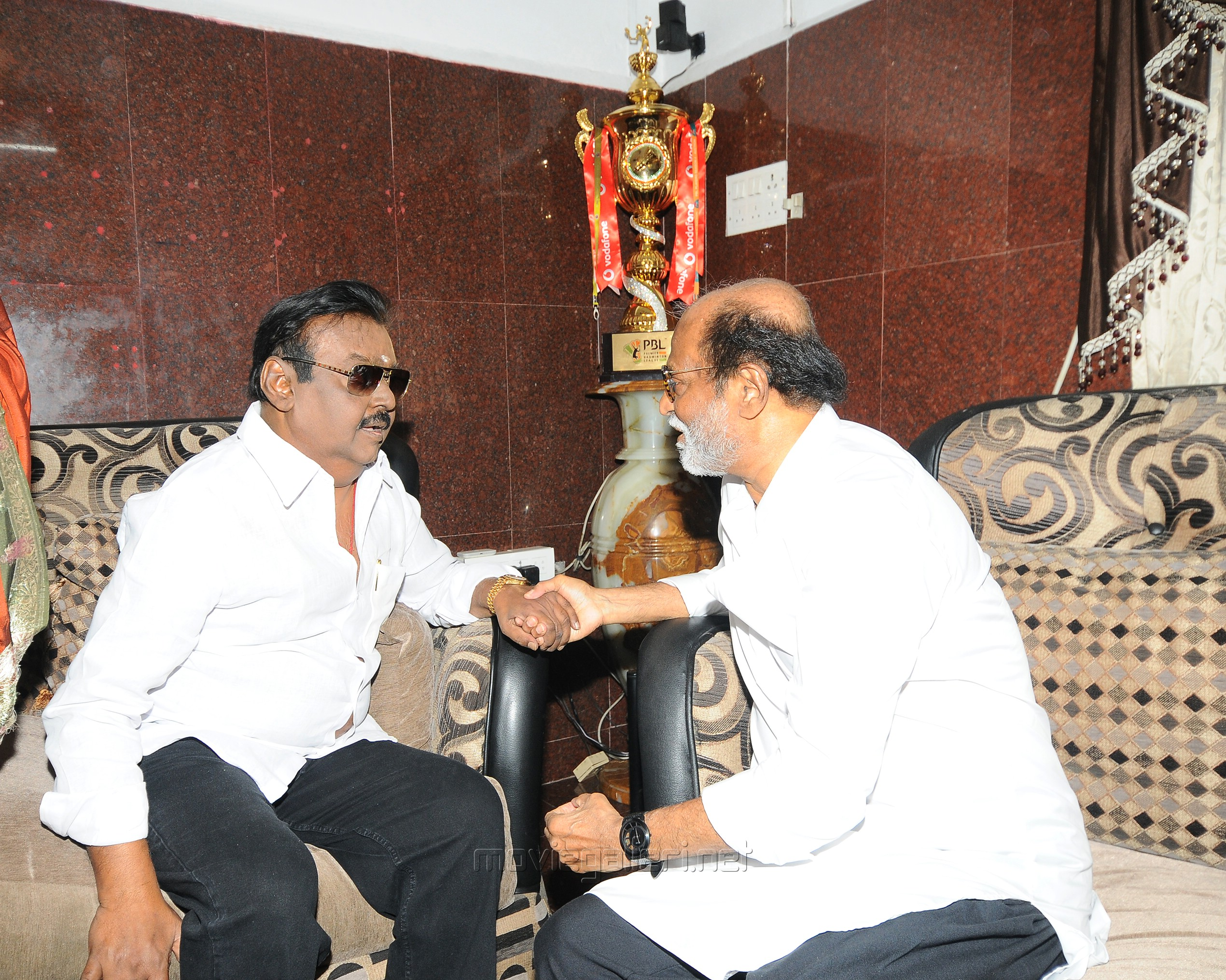 Superstar Rajinikanth meets Captain Vijayakanth Photos HD