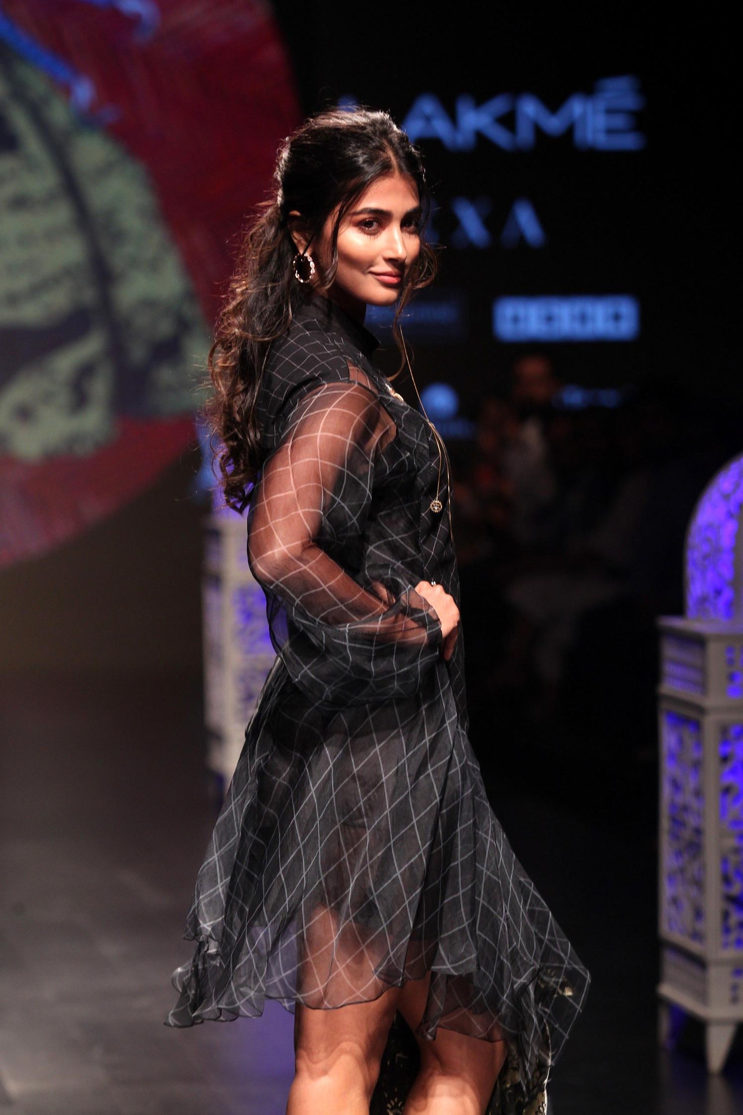 Tamil Actress Pooja Hegde Walks Ramp @ Lakme Fashion Week 2019 Day 4
