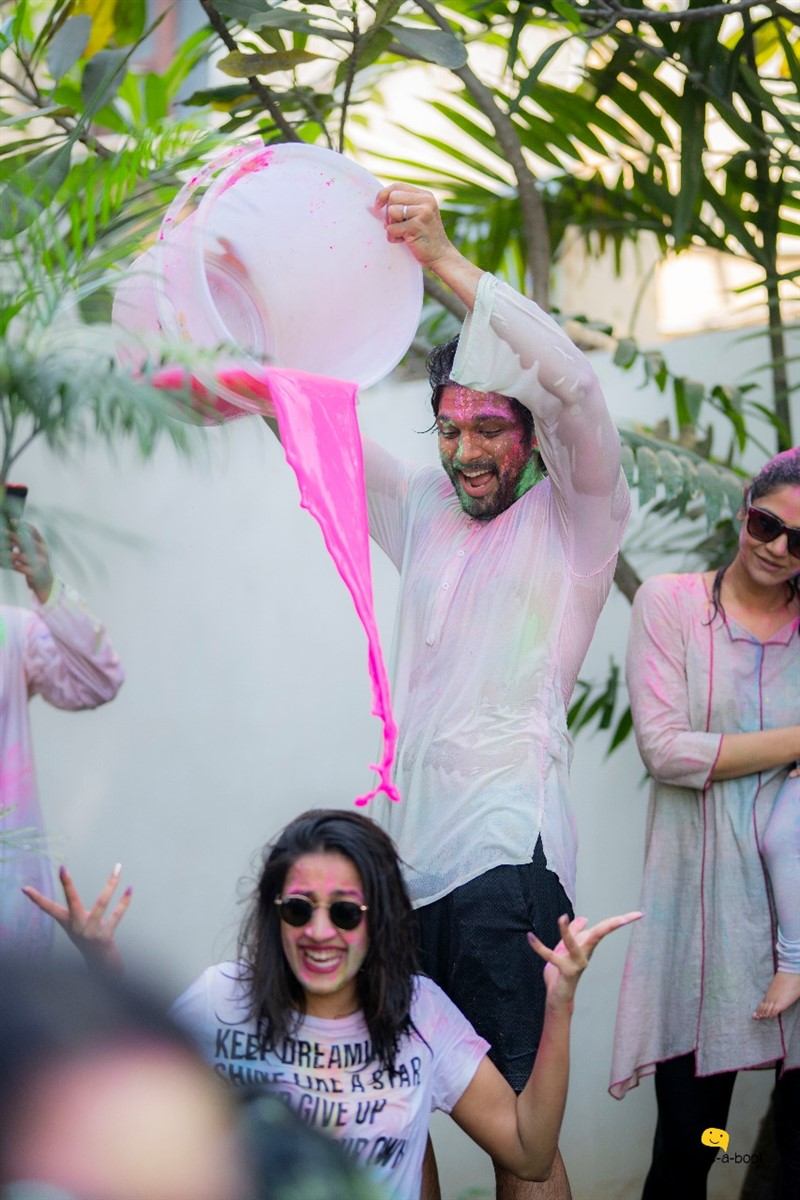 Actor Allu Arjun celebrated Holi Festival with his family