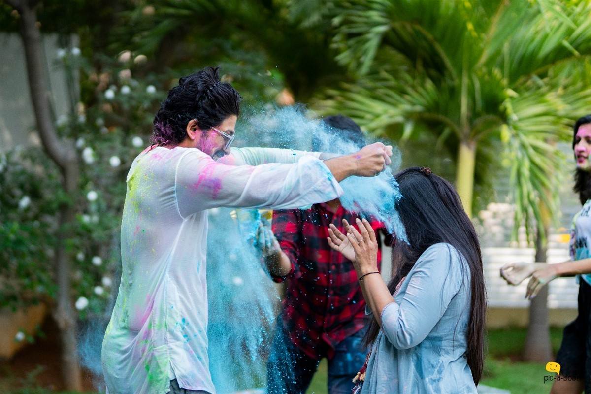 Allu Arjun celebrated Holi Festival with his family