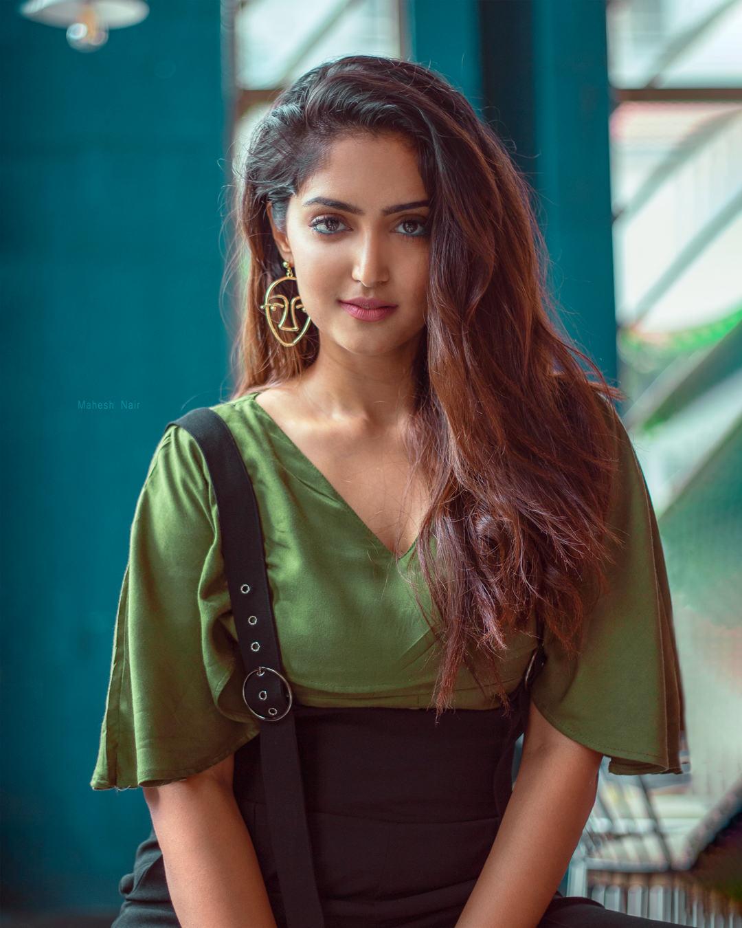 Actress Reba Monica John pairs Harish Kalyan Dhanusu Raasi Neyargale Movie