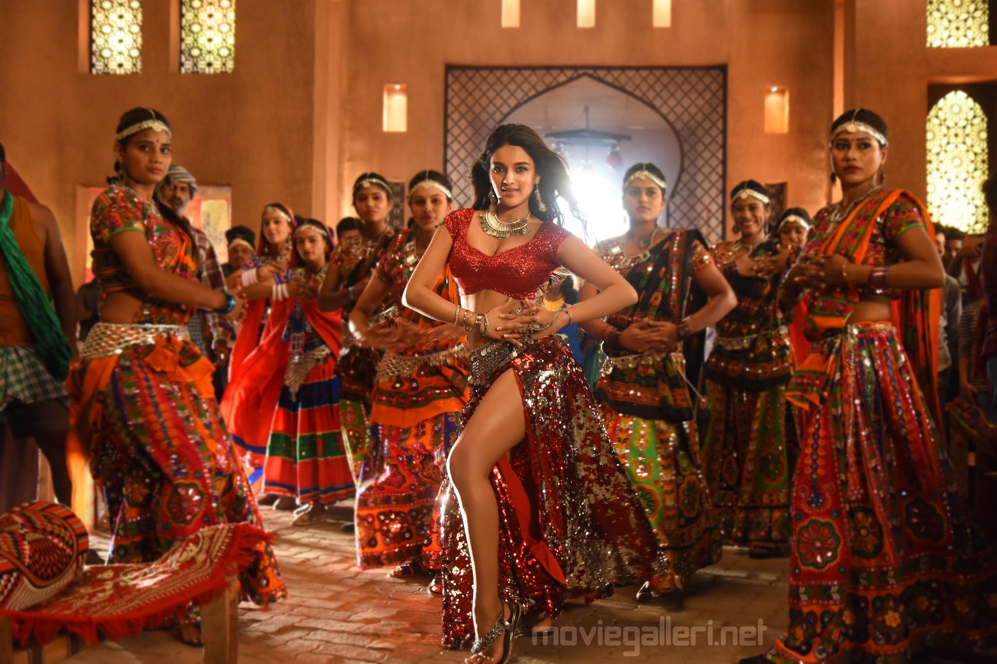 iSmart Shankar Movie Actress Nidhhi Agerwal Hot Song HD Images