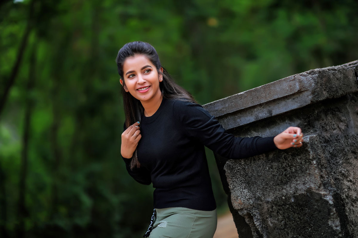 Actress Komalee Prasad shines like new Kohinoor diamond