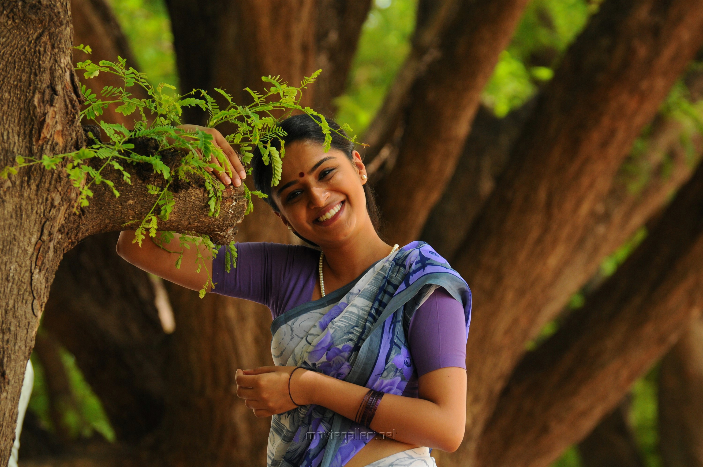 Actress Nikita in Kallan Movie Pics HD