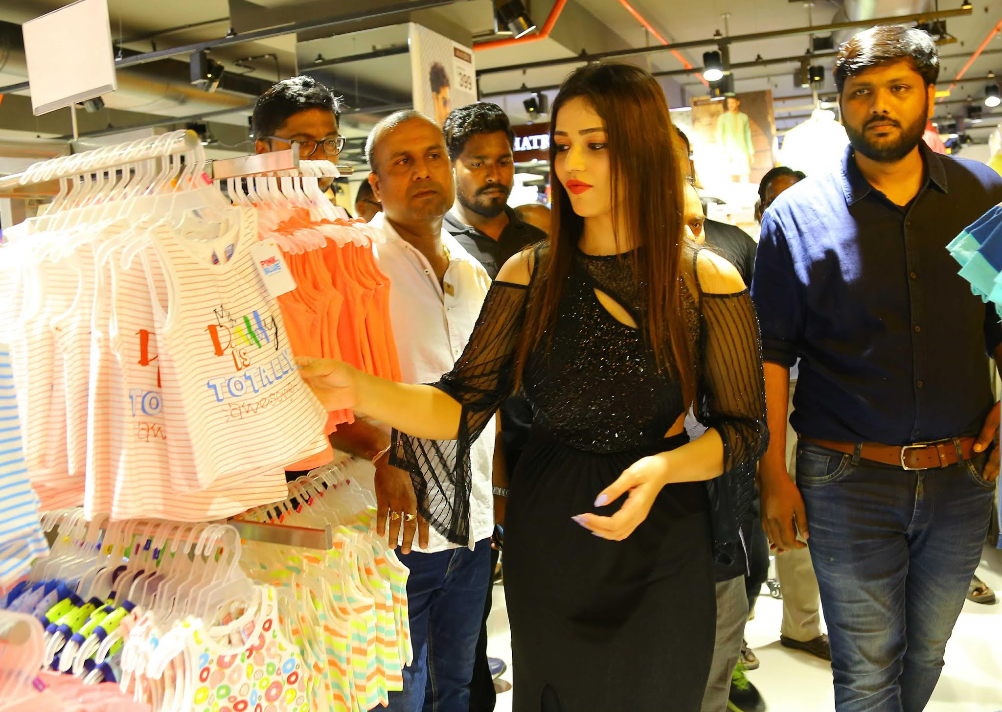 Actress Priyanka Jawalkar launches Fbb Store @ Warangal Photos