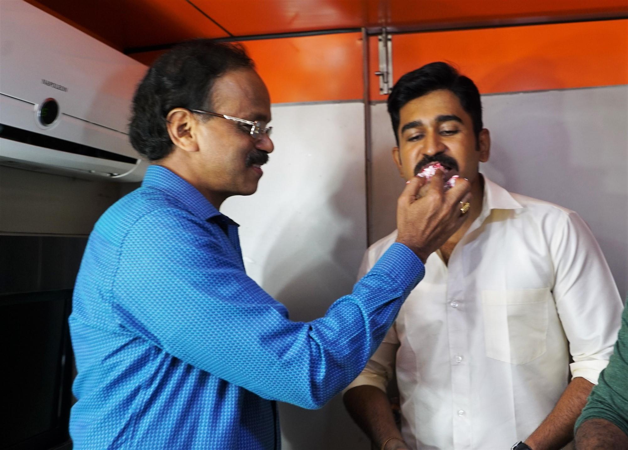 Dhananjayan, Vijay Antony @ Kolaigaran Team Cake Cutting Images