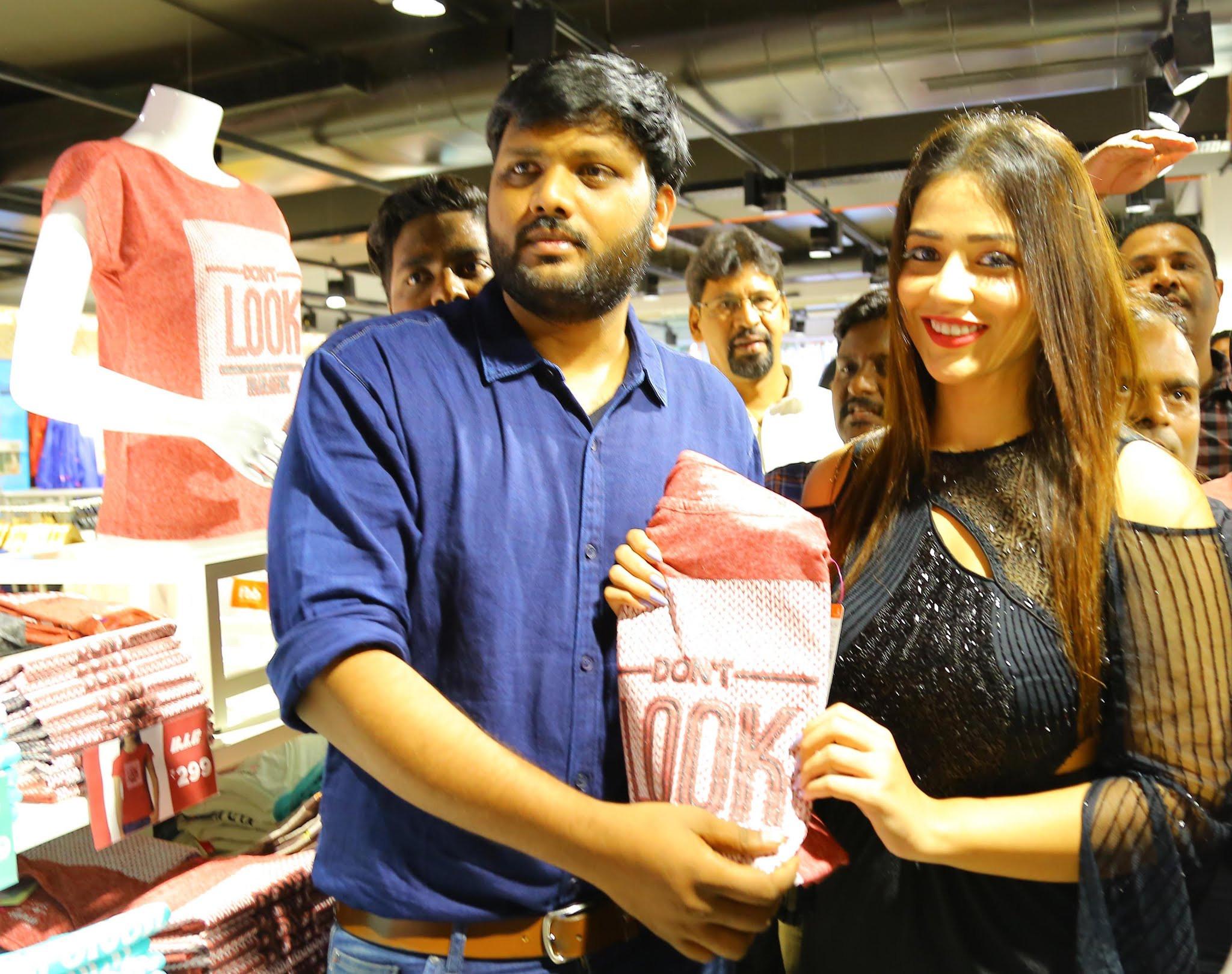Priyanka Jawalkar launches Fbb Store @ Warangal