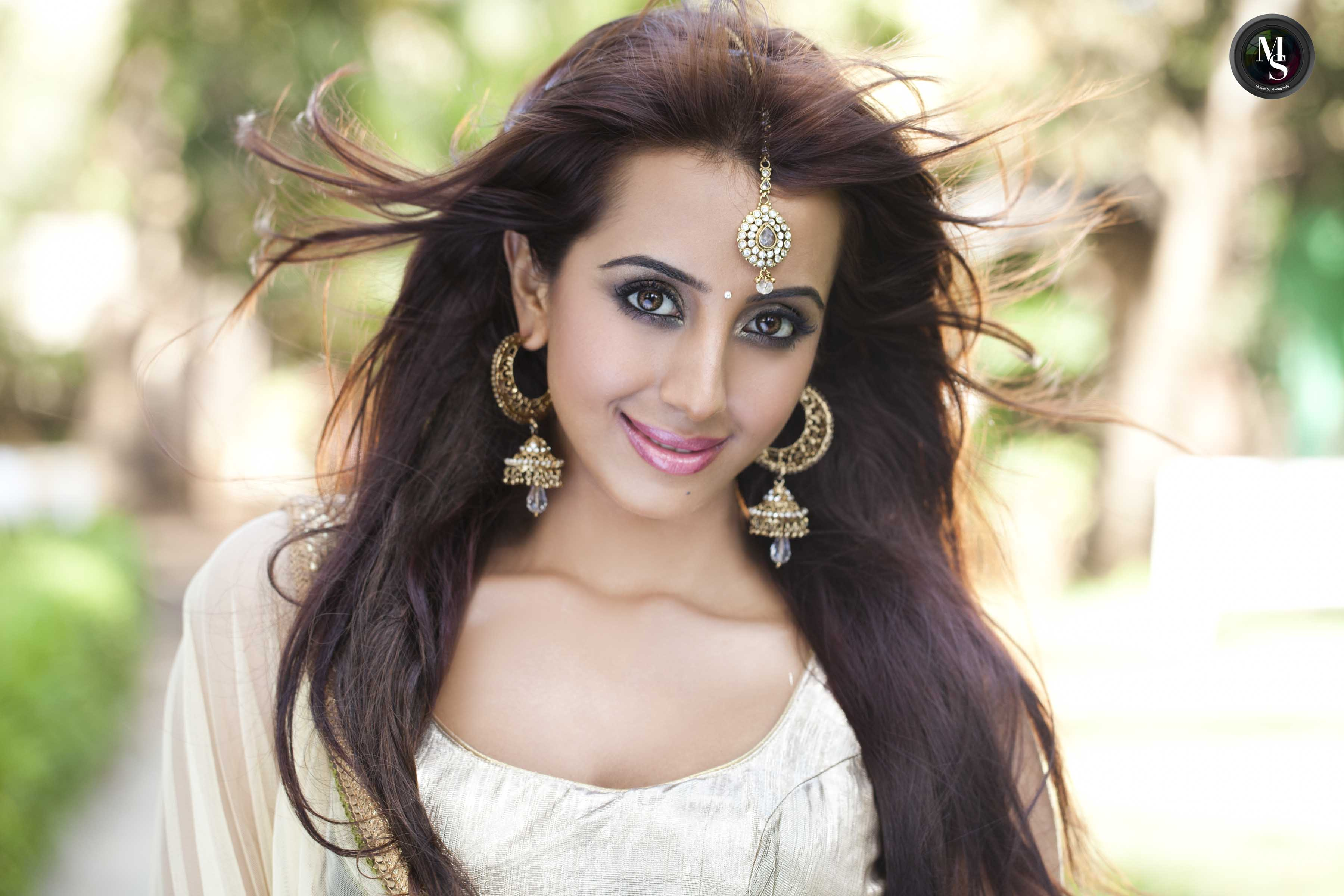 Actress Sanjjanaa Galrani signed Boxer Movie
