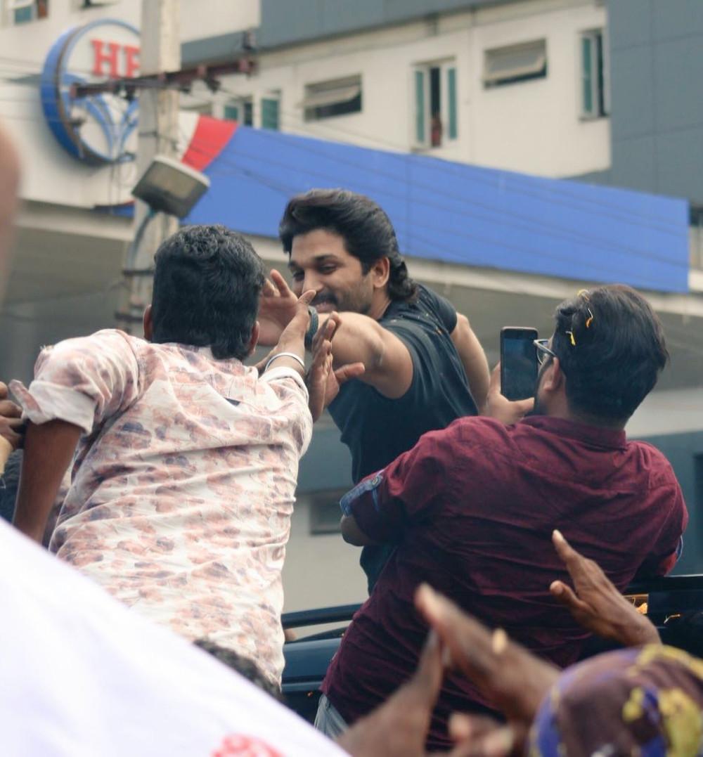 Allu Arjun visited Kakinada for AA19 film shoot