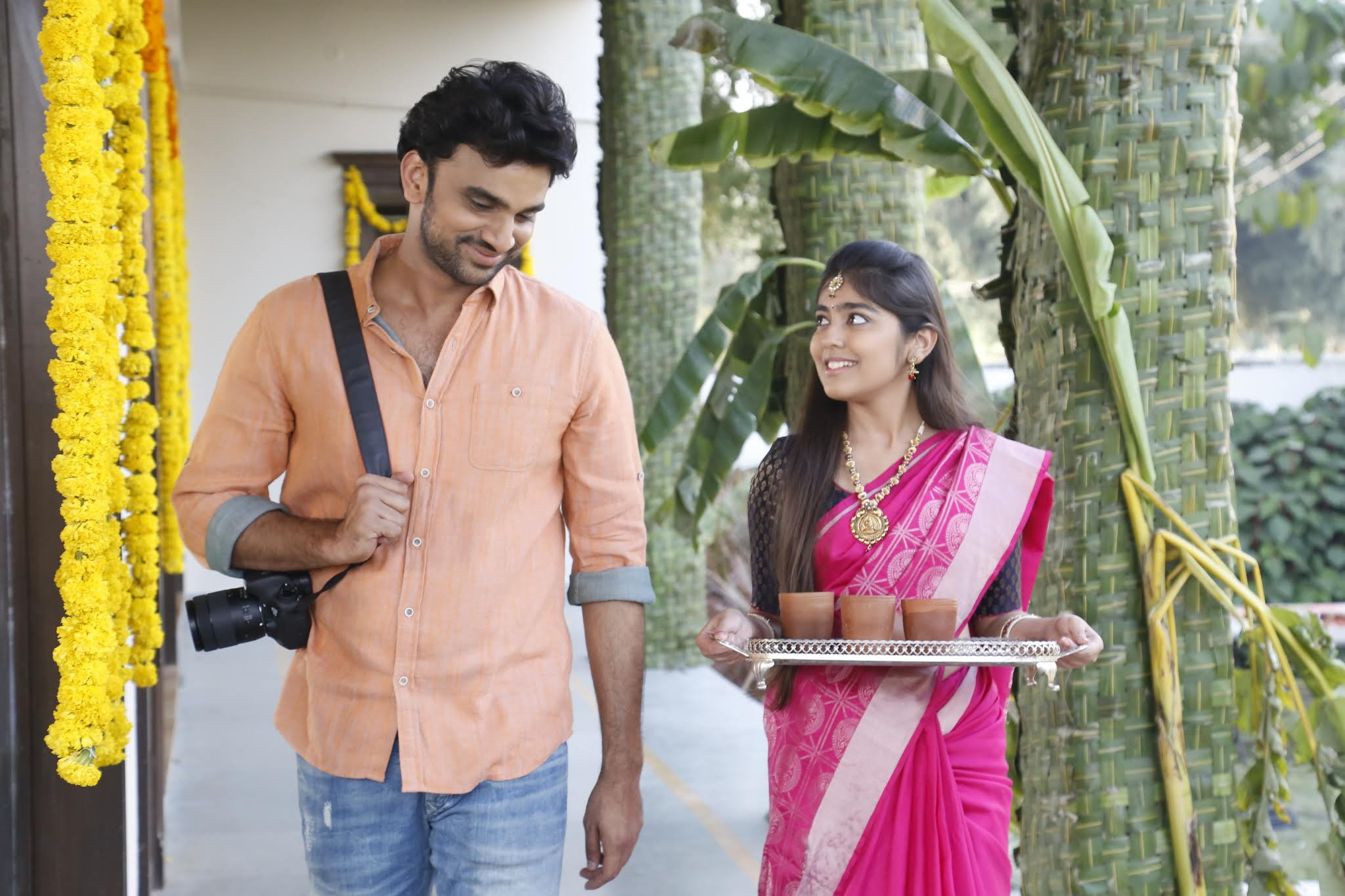 Rakesh Varre, Gargeyi Yellapragada in Evvarikee Cheppoddu Movie Stills