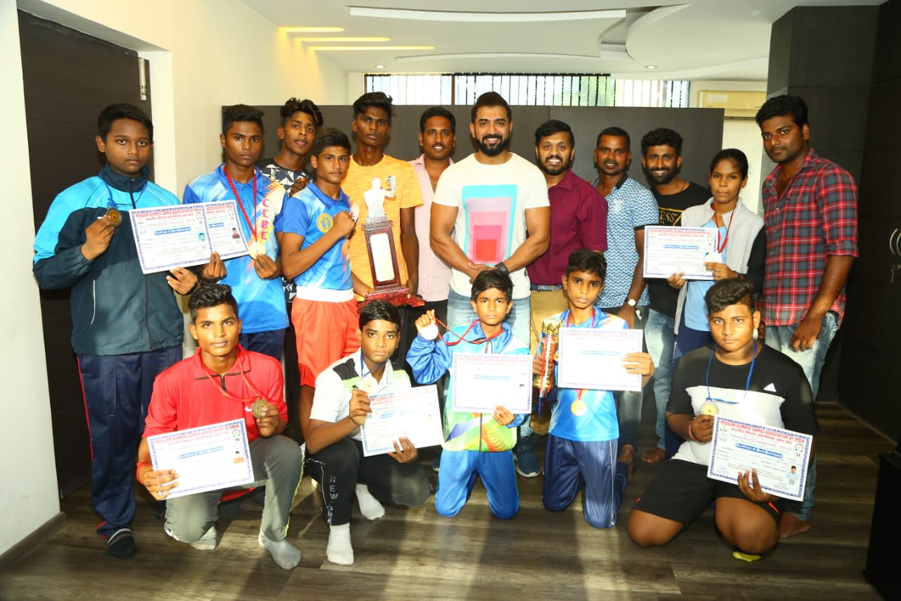 Arun Vijay's surprise meet with 20 Tamil Nadu boxers who picked medals at National levels