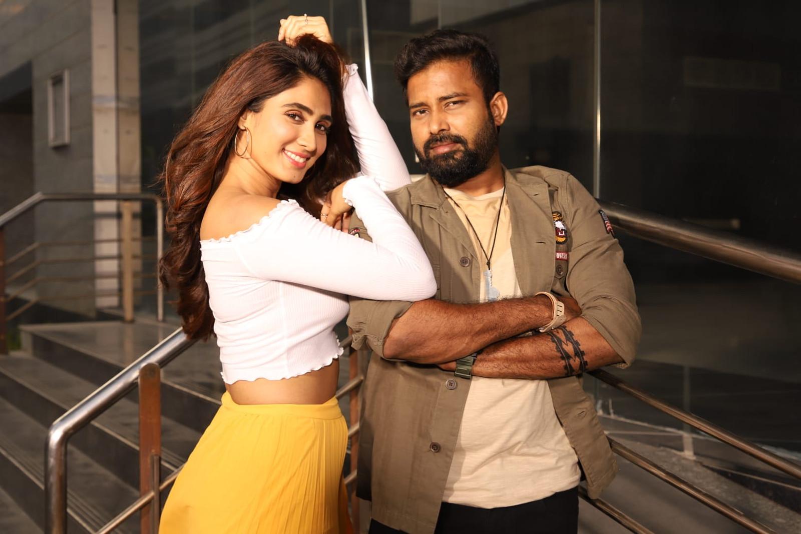 Naanum Single Dhaan Movie Deepthi Thivesh & Dinesh Photos