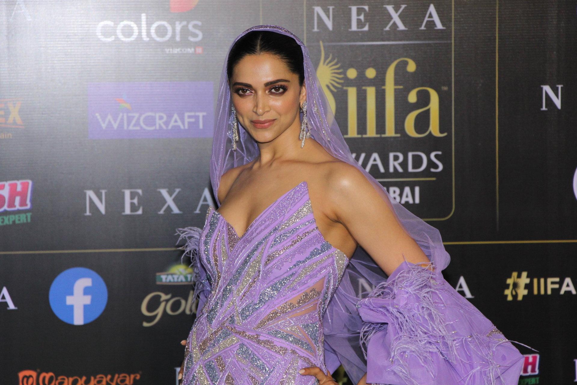 Actress Deepika Padukone @ IIFA 2019 Green Carpet Photos