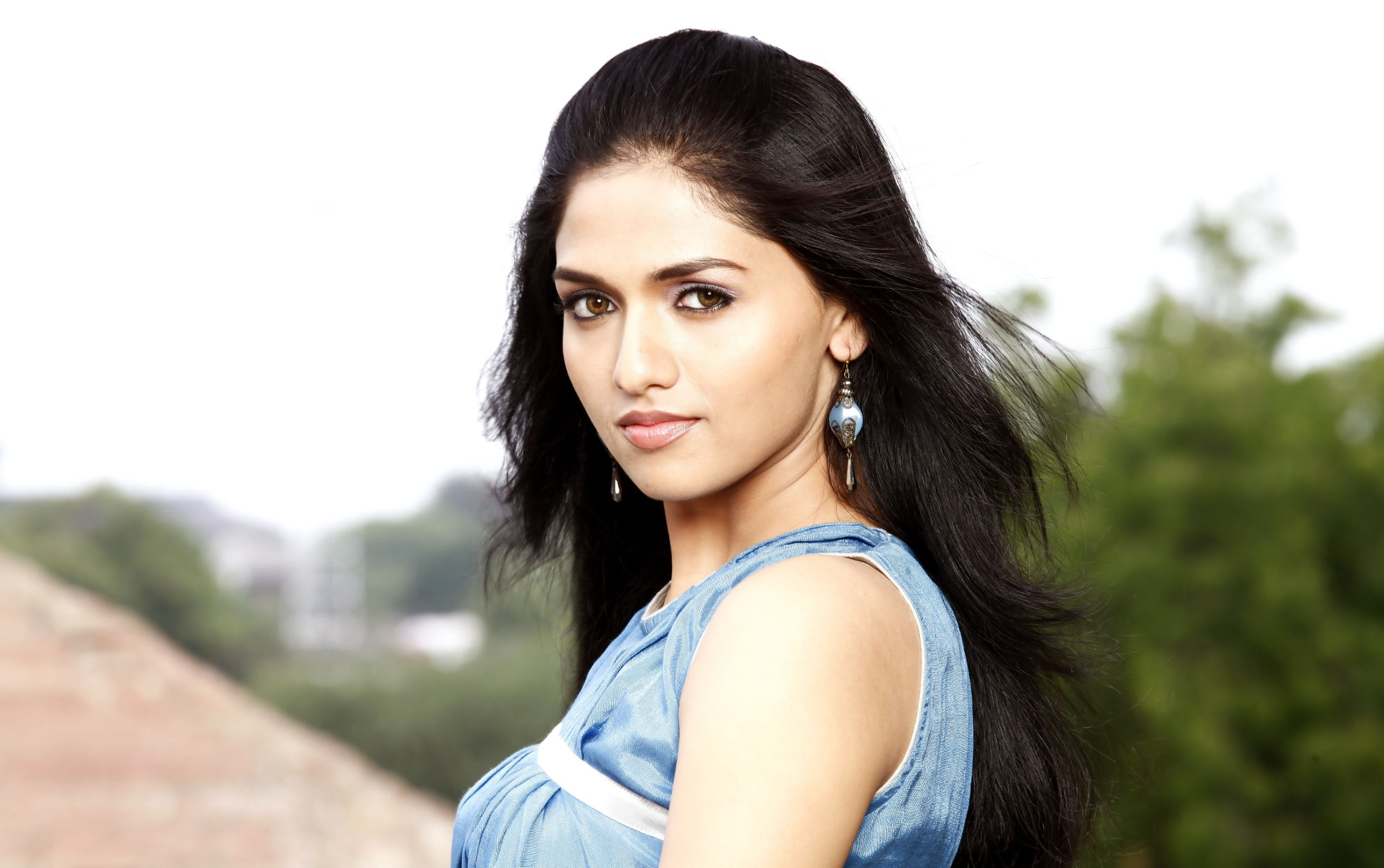 Actress Sunaina play female lead role in TRIP Movie