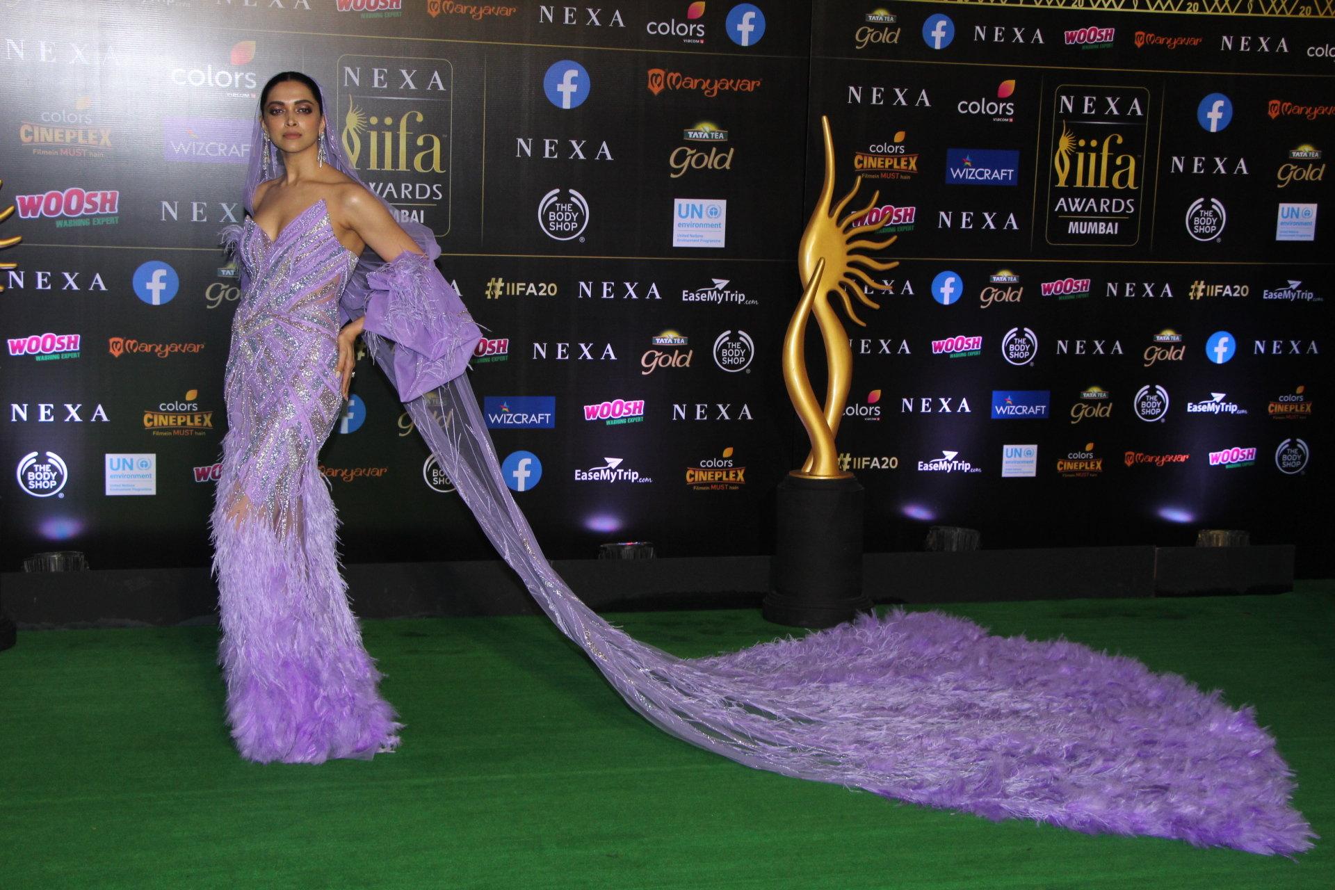 Bollywood Actress Deepika Padukone @ IIFA Rocks 2019 Green Carpet Photos