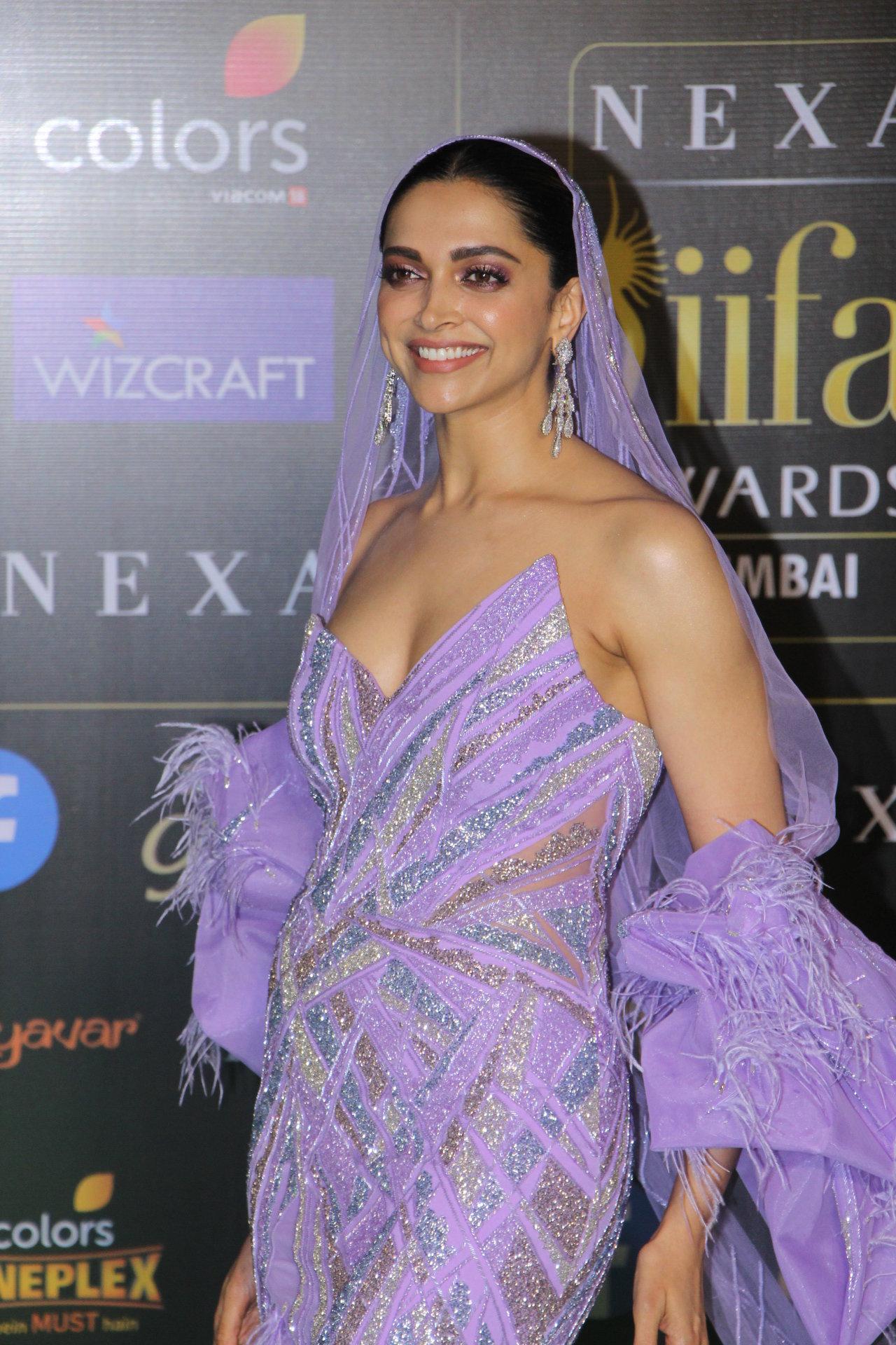 Actress Deepika Padukone Photos @ IIFA Rocks 2019 Green ...