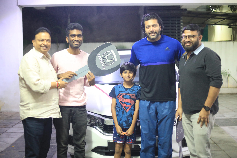 Producer Dr. Ishari K Ganesh gifts a luxurious high end Honda City car to director Pradeep on Comali success