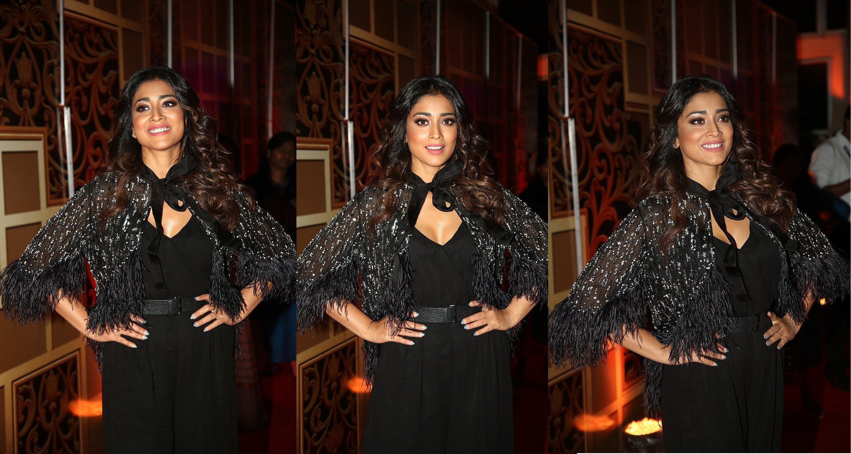 Actress Shriya Saran Pictures @ Zee Telugu Kutumbam Awards
