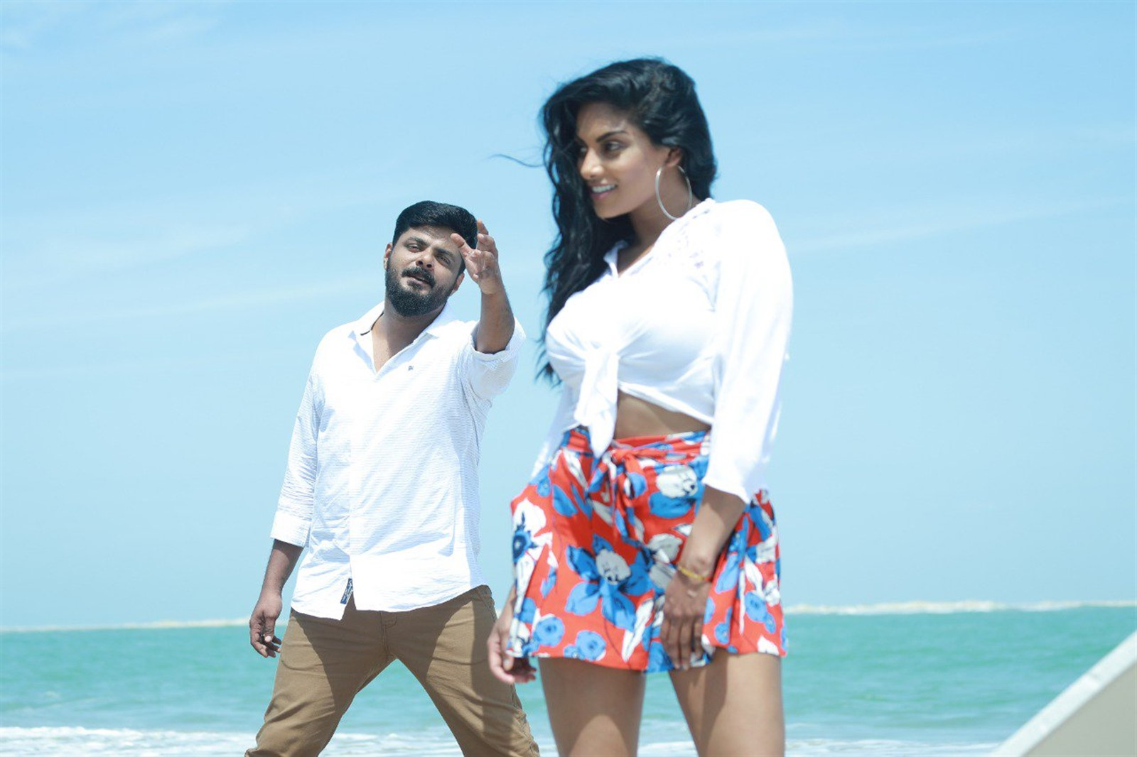 Maqbool Salmaan, Chandrika Ravi in Un Kadhal Irundhal Movie Pics